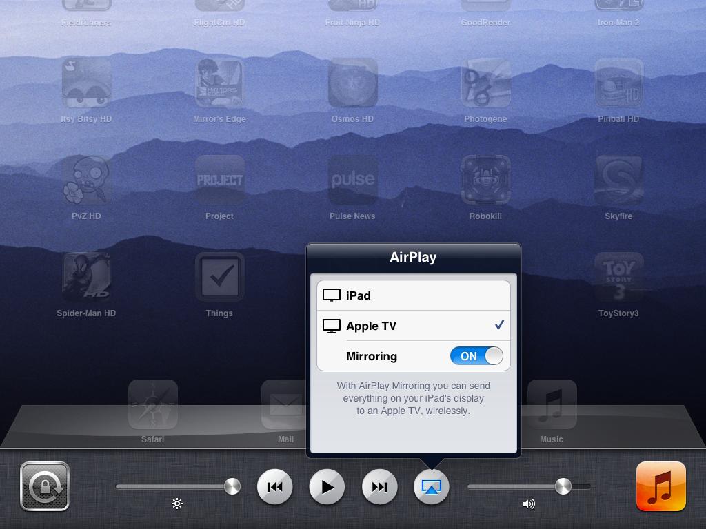 Hvis du dobbelklikker på hjem-knappen og sveiper til venstre, får du opp en Airplay-knapp, som lar deg speile hele skjermen til TV-en.