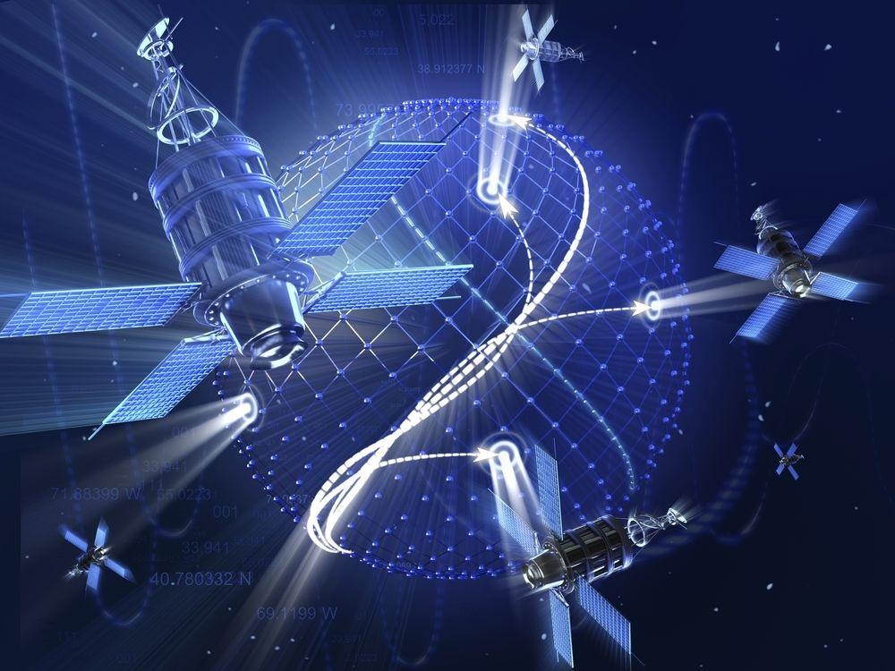 Satellittene kretser rundt jorda og sender posisjonene sine til mottakeren din.