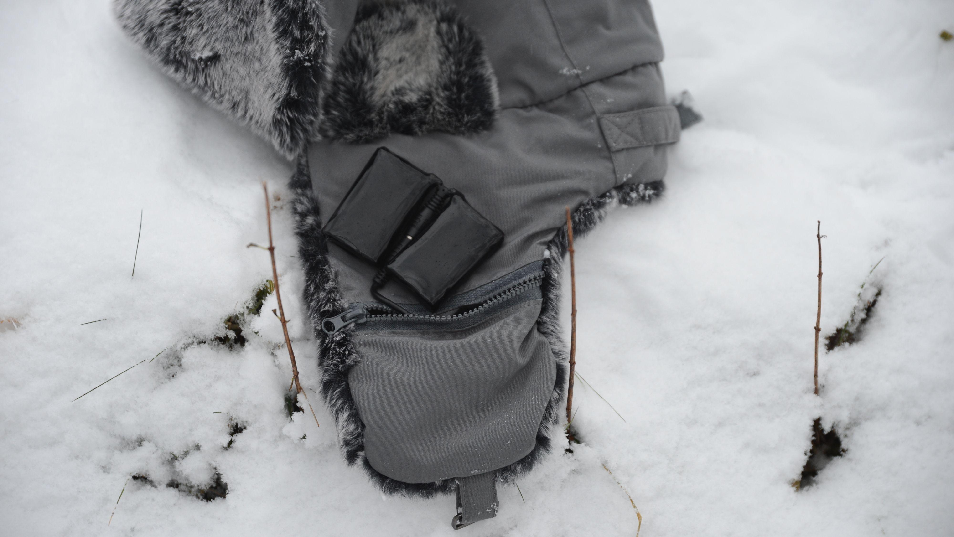 Luen har batteriet plassert i den ene ørelappen Bilde: Ole Henrik Johansen / Tek.no