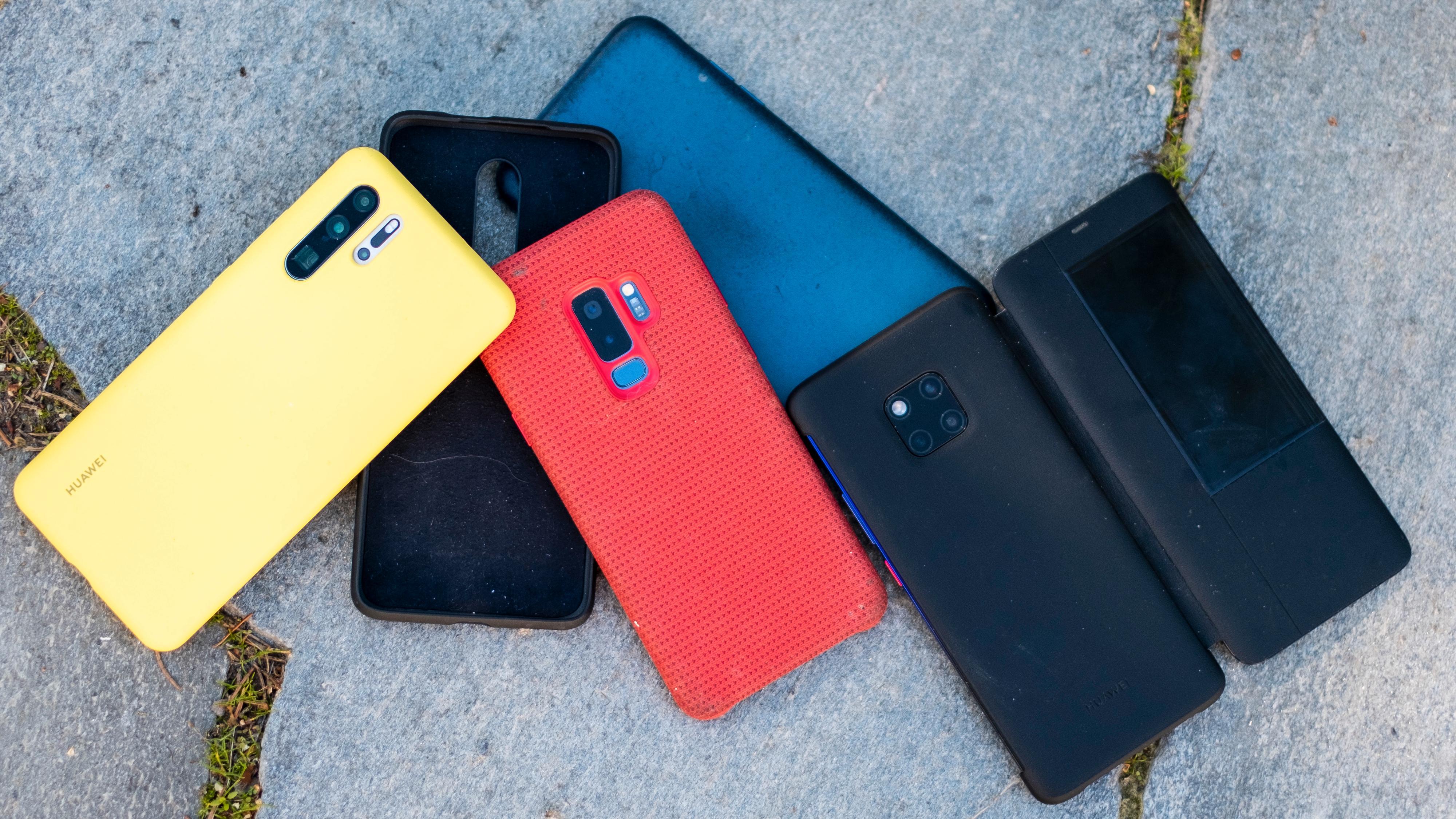 Alle disse telefonene er forholdsvis flotte å se på, men spiller det noen rolle når designen er gjemt bort inni deksler?