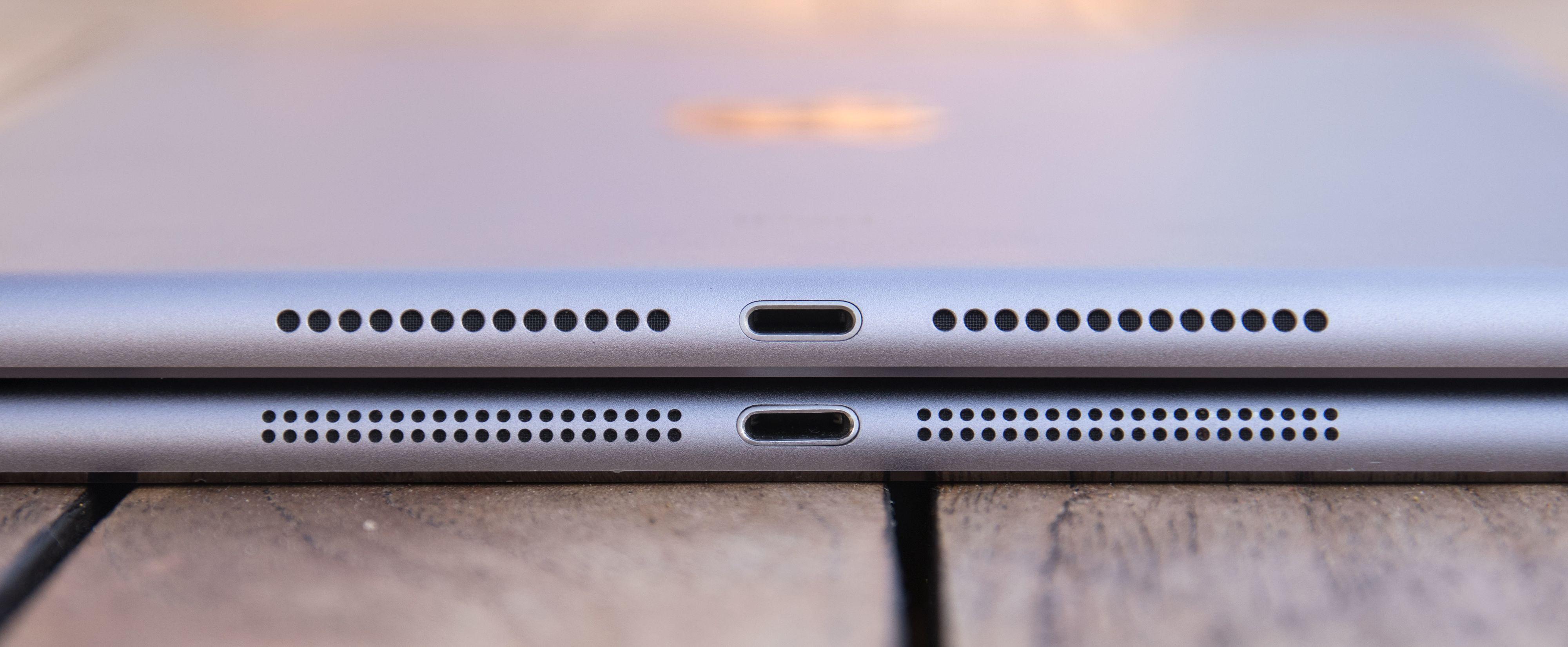 Høyttalergrillene har endret seg bittelitt. Nye iPad øverst, originale iPad Air nederst.