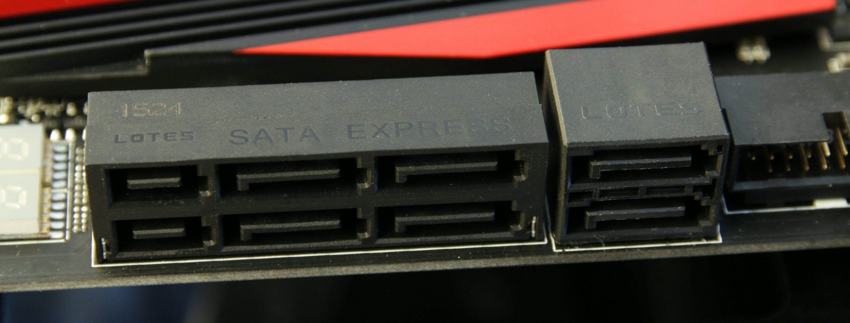 Mange nyere hovedkort er utstyrt med SATA Express. To tradisjonelle SATA-kontakter sitter til høyre. Foto: Vegar Jansen, Tek.no
