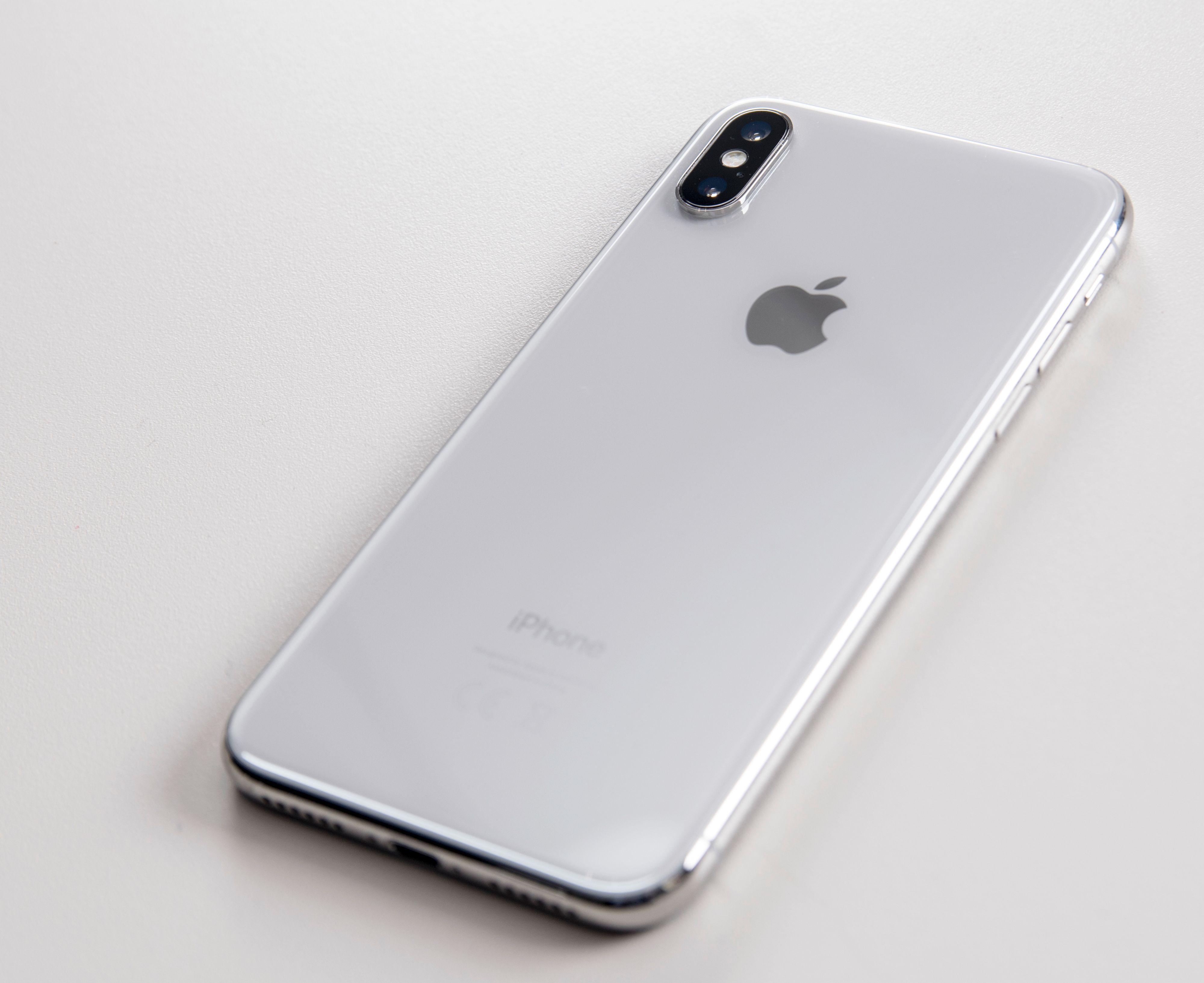 Kameraet er snudd, og følger nå telefonens langside i stedet for kortsiden slik det gjør i iPhone Plus-modellene.