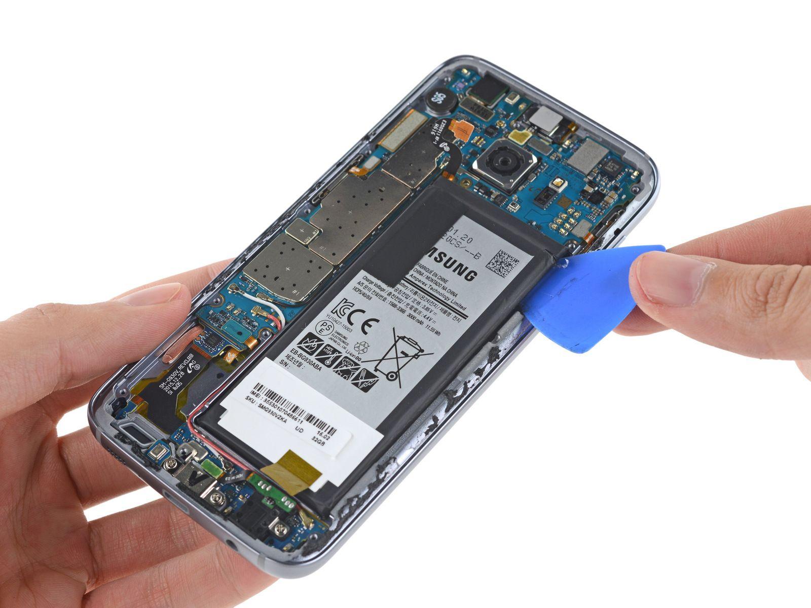 Det er tydeligvis ikke meningen at man skal kunne bytte ut batteriet – heller ikke på et verksted.