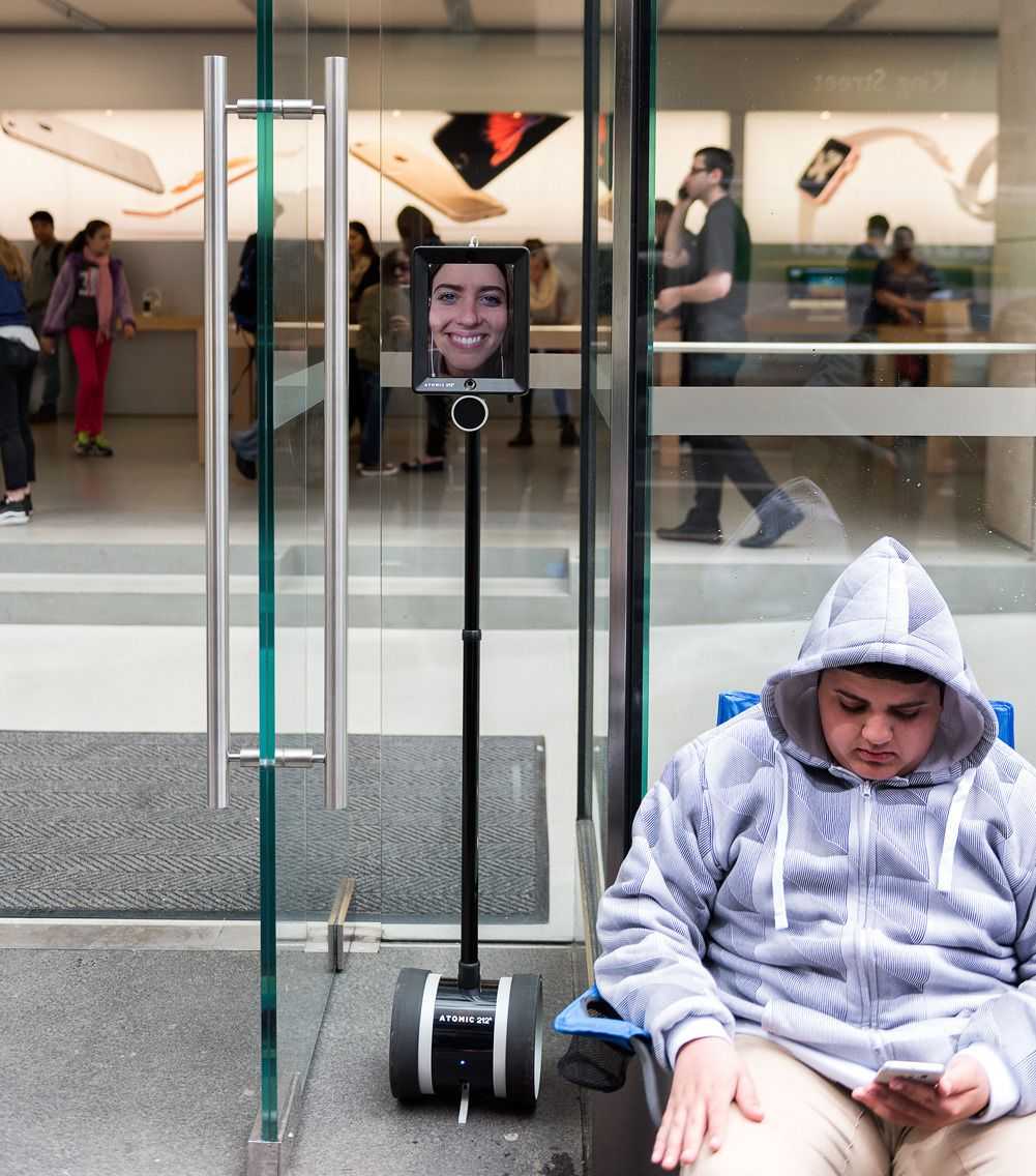 Roboten består av en iPad som er festet til en Segway-lignende innretning. Foto: Atomic212
