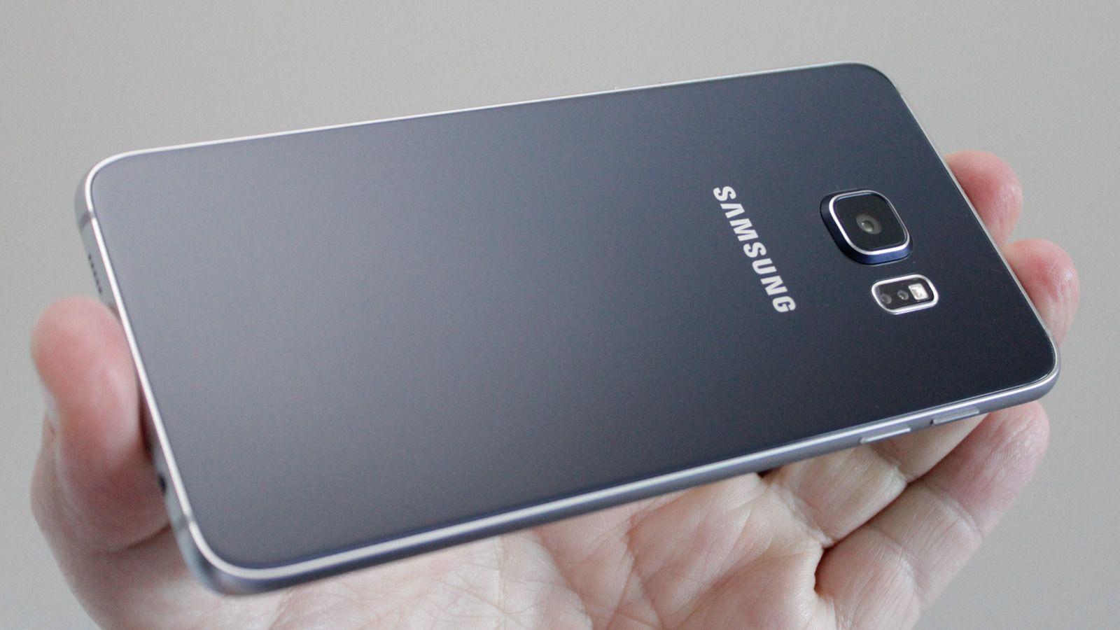 Slik ser Galaxy S6 Edge+ ut. Det er ventet at designen på den nye generasjonen telefoner ikke vil skille seg mye fra dagens. Men minnekortplass skal ha kommet med.