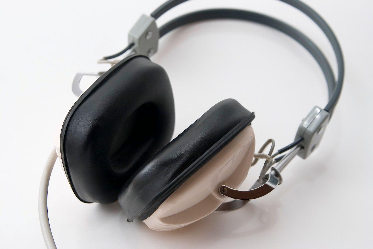 Hodetelefoner er en av de største synderne på hørselsskadefronten.