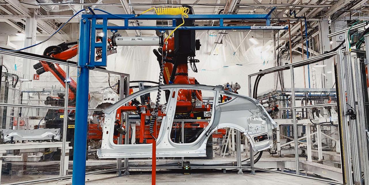 Tesla slapp også bilder av produksjonslinjen for Model Y.
