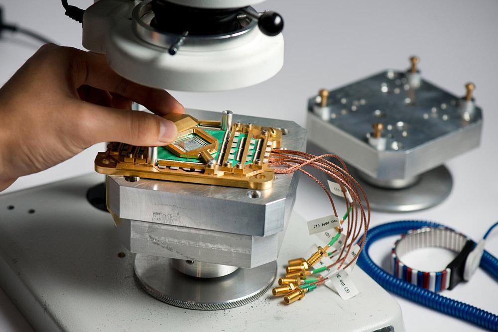 Slik ser kvanteprosessorene til D-Wave ut. Det er uvisst akkurat hvilken type som er avbildet her. Foto: D-Wave Systems
