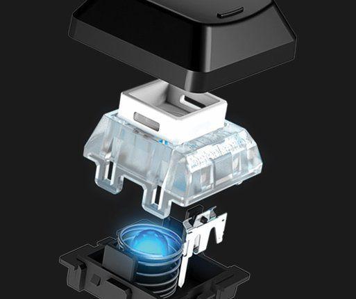 QS1 er SteelSeries nye mekaniske bryter, med kort vandring, liten nedtrykkskraft og for anledningen midtsentrert LED-lys som kan gjengi over 16 millioner farger. Foto: SteelSeries
