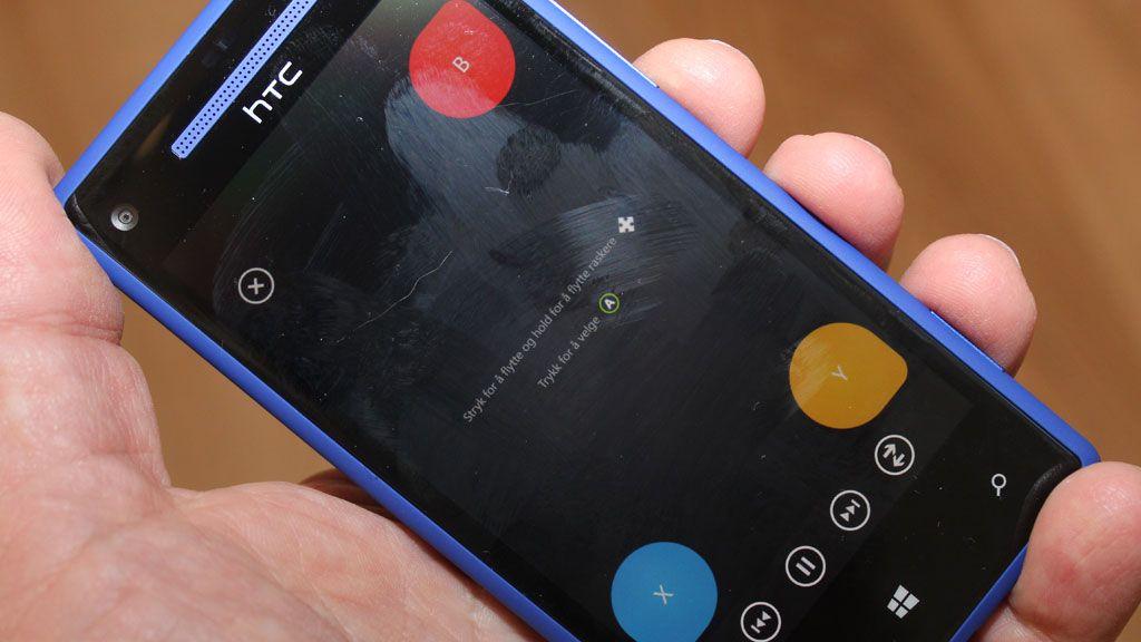 Telefonen fungerer som fjernkontroll til Xbox 360.Foto: Espen Irwing Swang, Amobil.no