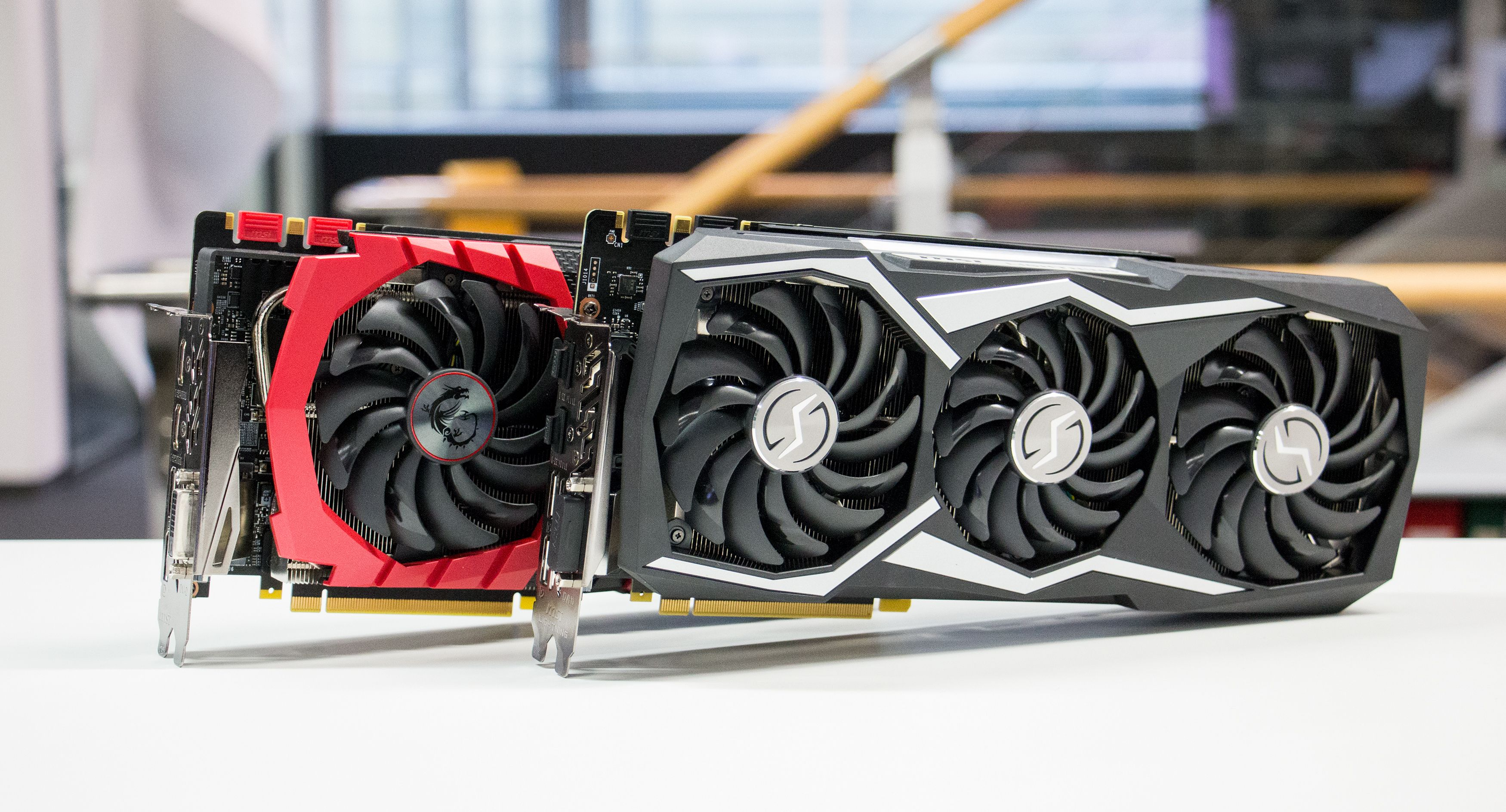 Lightning Z, til høyre, bør gjøre et bedre inntrykk enn Gaming X, til venstre, som koster 1100 kroner mindre.