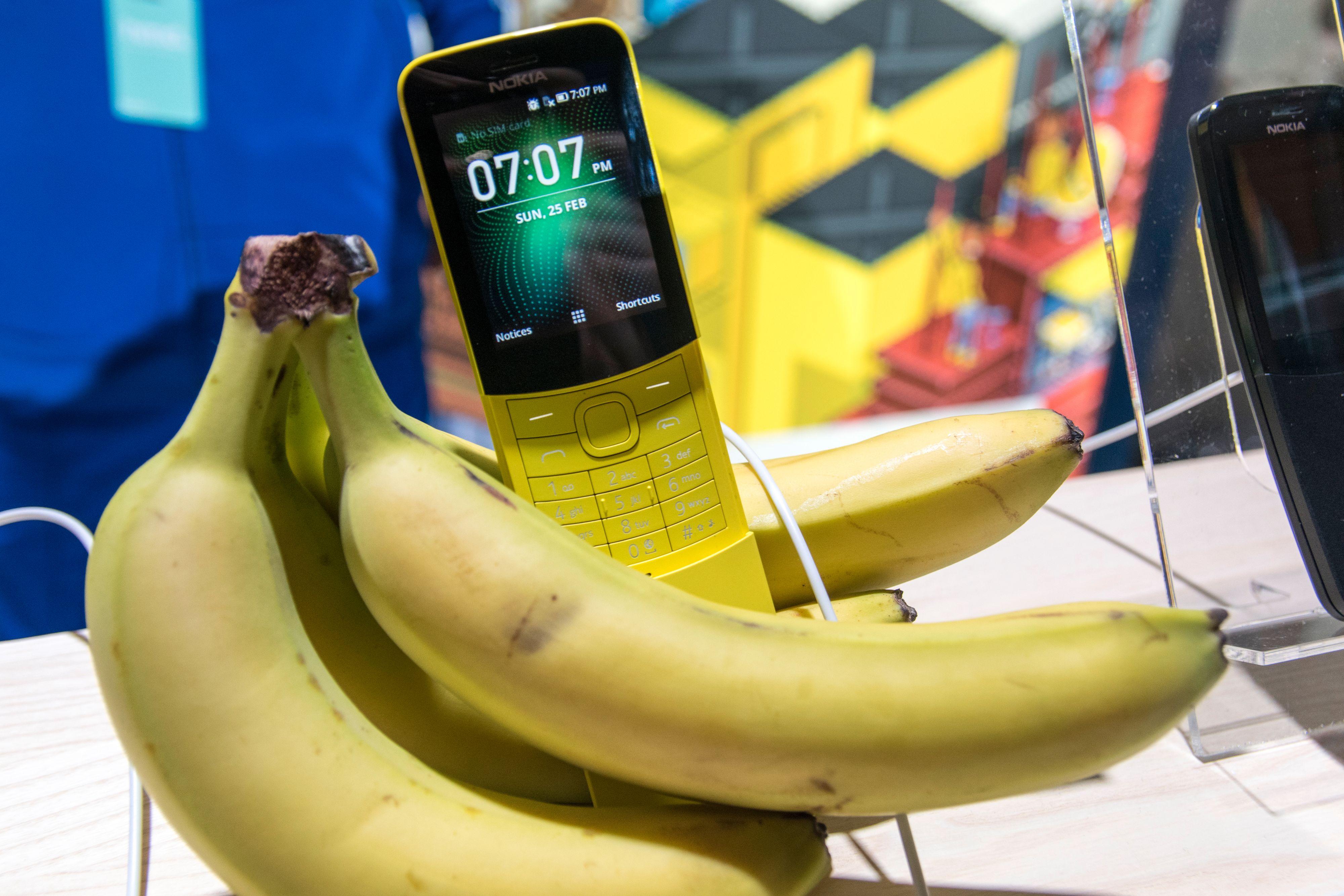 Bananer i lange baner. Vi måtte selvsagt ta vårt eget bananbilde med Nokia 8110.