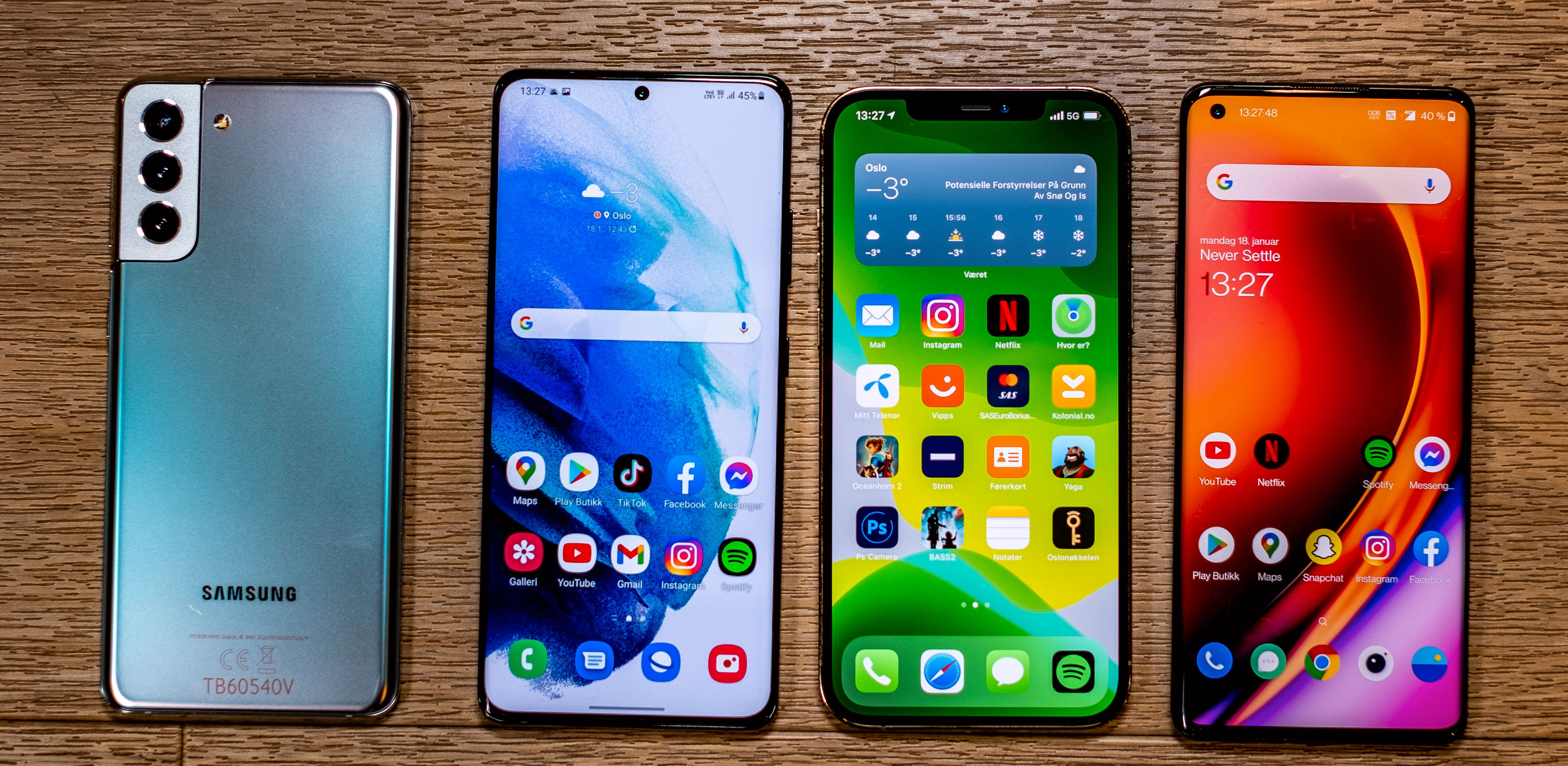Fra venstre: Galaxy S21+, Galaxy S21 Ultra, iPhone 12 Pro Max, OnePlus 8 Pro.