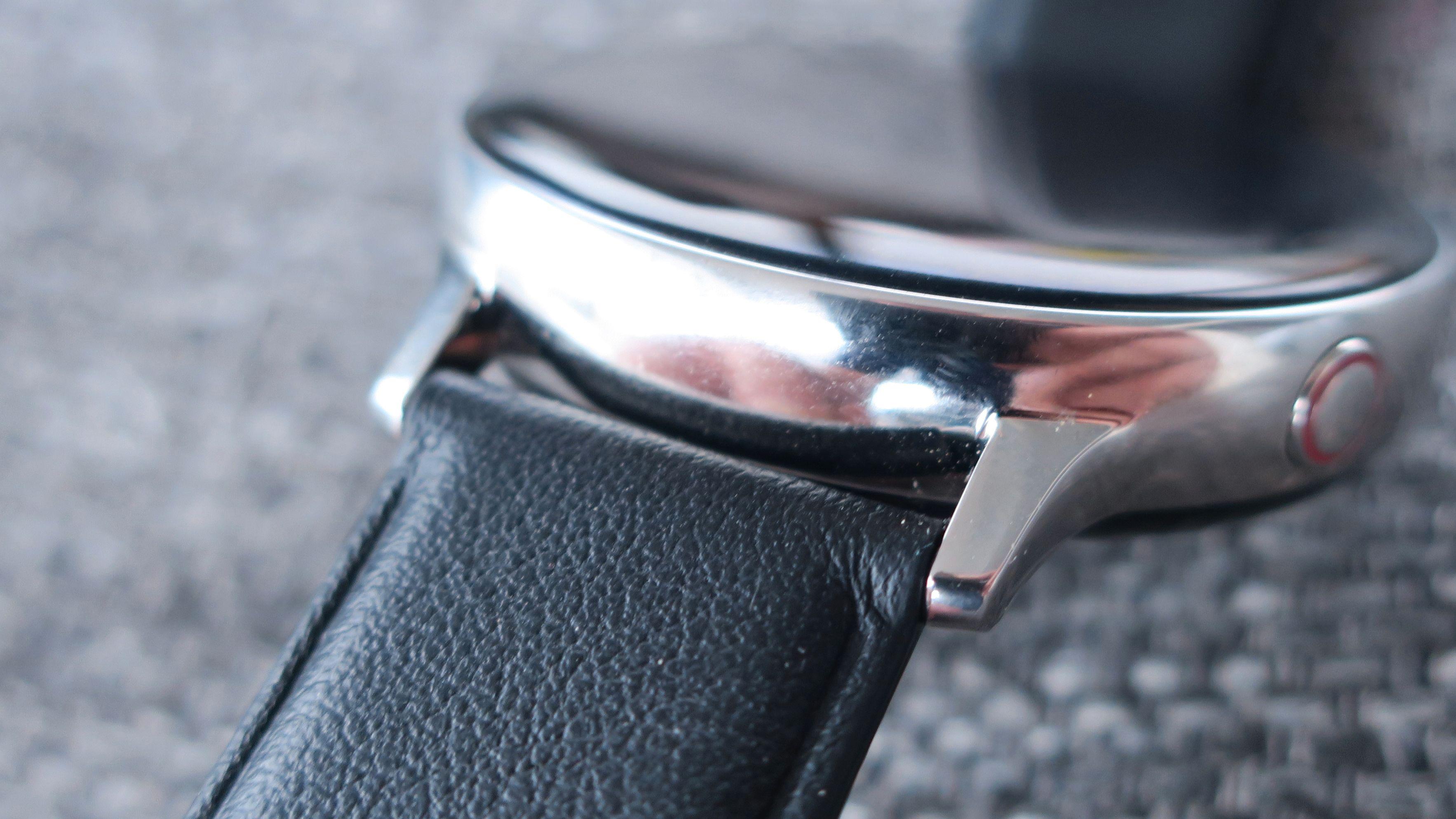 Klokken bruker 20 mm brede reimer.