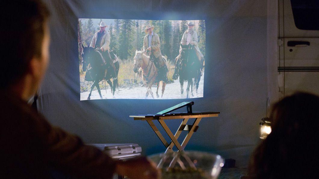 Lenovo Yoga Tablet 2 Pro har 13 tommer skjerm og projektor.