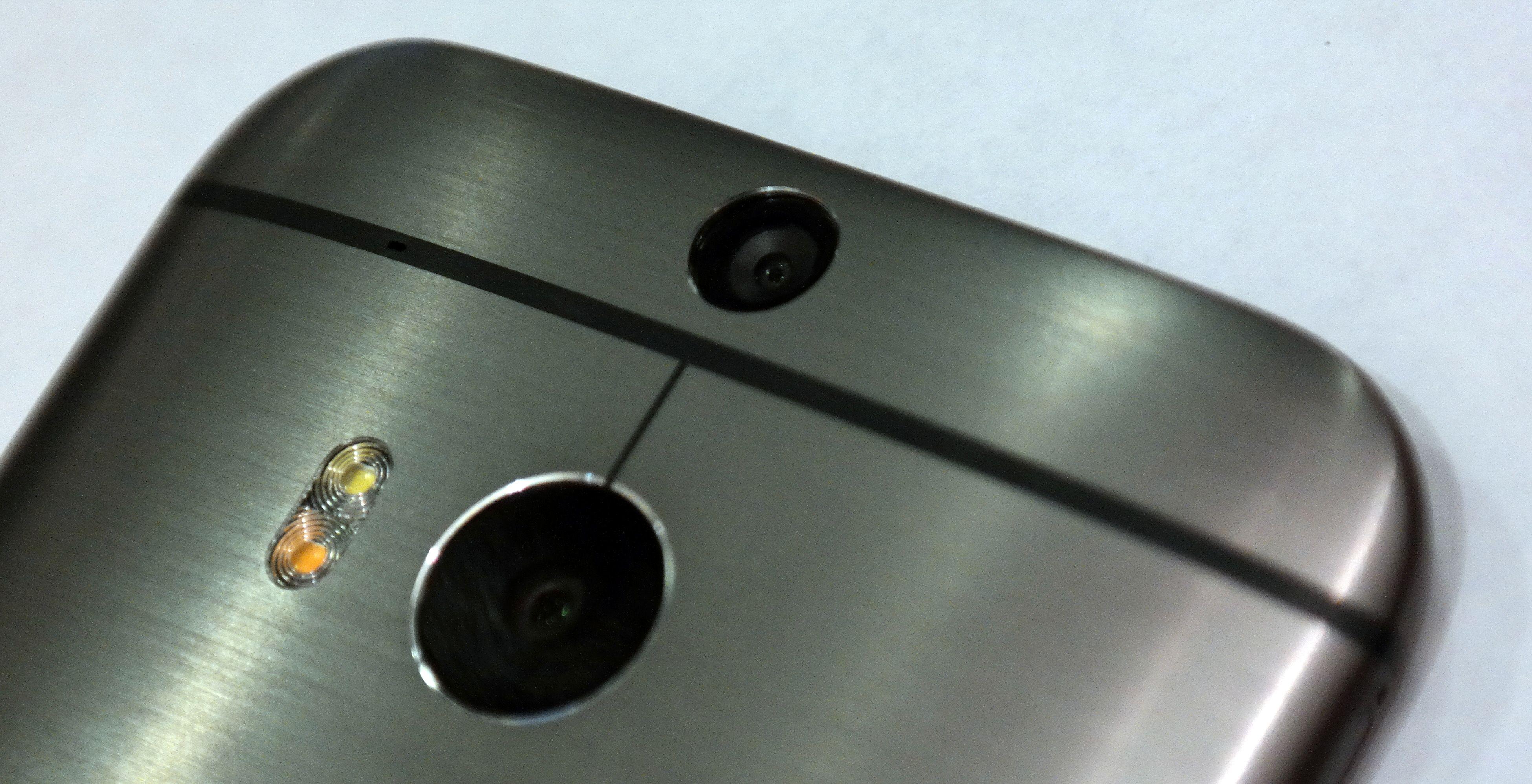 Det lille kameraet tar ikke bilder, men samler informasjon om avstander.Foto: Espen Irwing Swang, Amobil.no