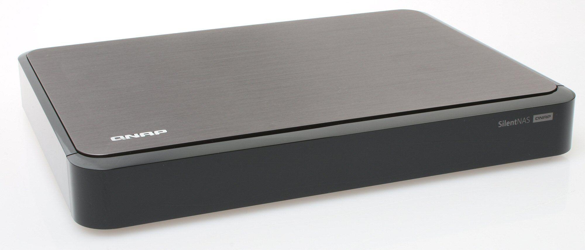 Flat og småelegant, med en tykk metallplate på toppen. Foto: Vegar Jansen, Tek.no