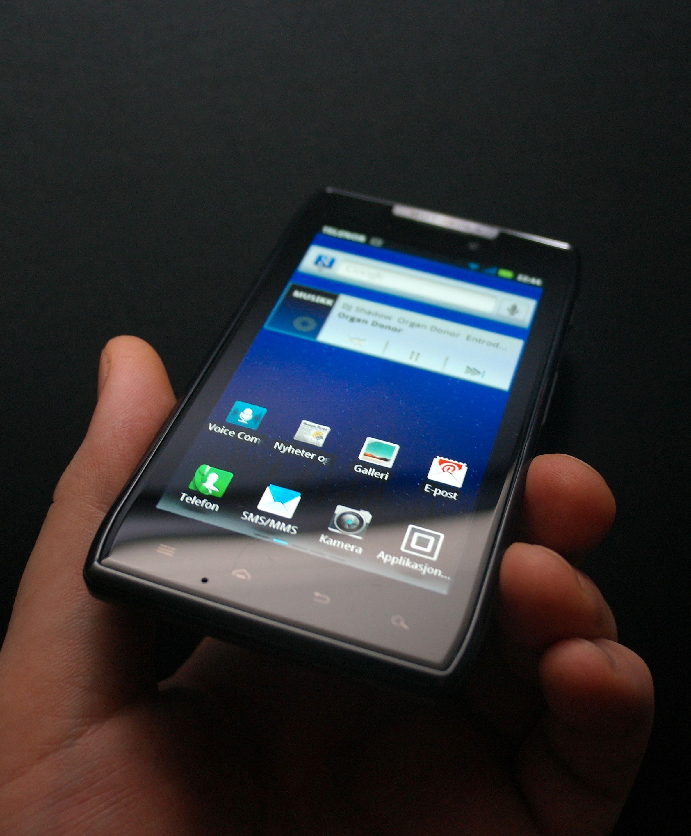 Motorola Razr skiller set ut blant andre Android-telefoner. Den ser annerledes ut, og den er vannavstøtende.