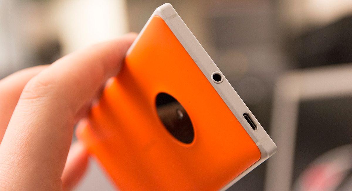 Vi liker hodetelefonutgangen på Lumia 830 svært godt. Det er ikke ofte vi hører så god lyd fra mobiltelefoner.Foto: Finn Jarle Kvalheim, Tek.no
