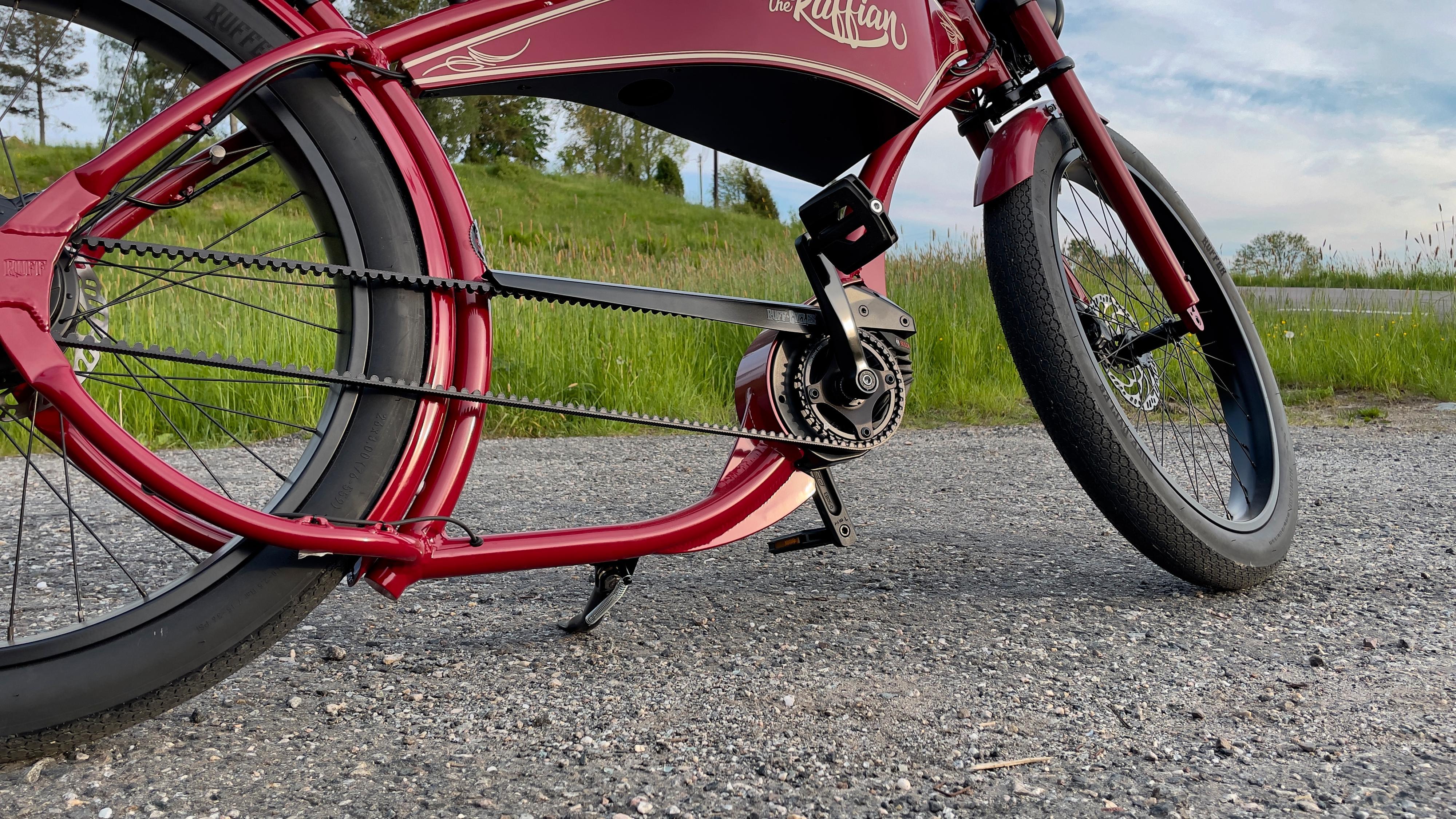 Mellom pedalene og bakhjulet er rammen lav. Så du kan fort skrape nedi om du ikke er forsiktig.