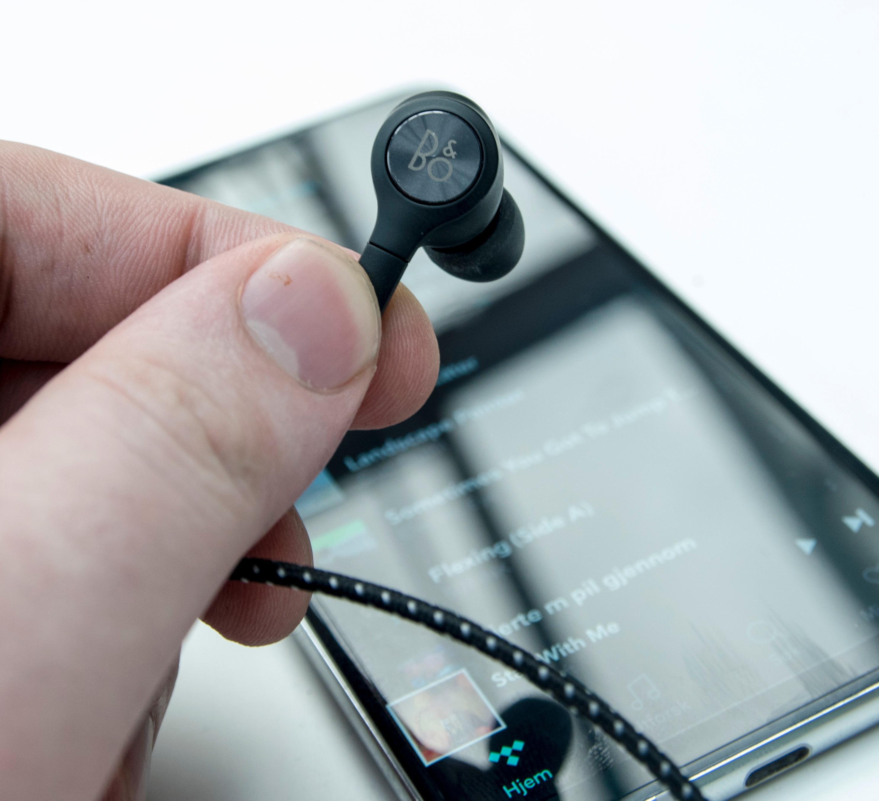 Det følger med et sett knallgode ørepropper fra B&O, men du kan trygt bruke betydelig mer krevende utstyr med V30.