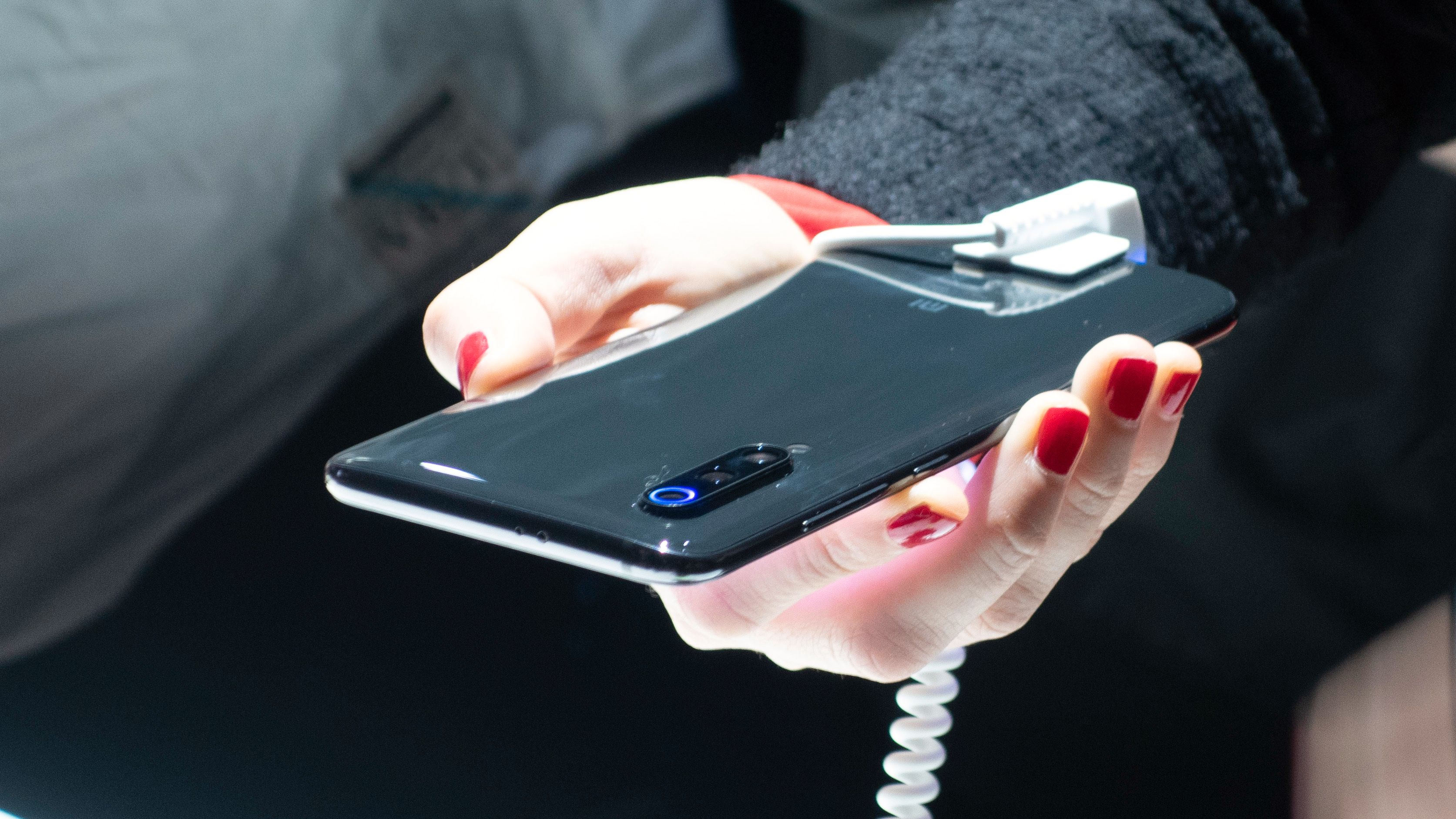 Trippel-modulen stikker ut baksiden på telefonen.