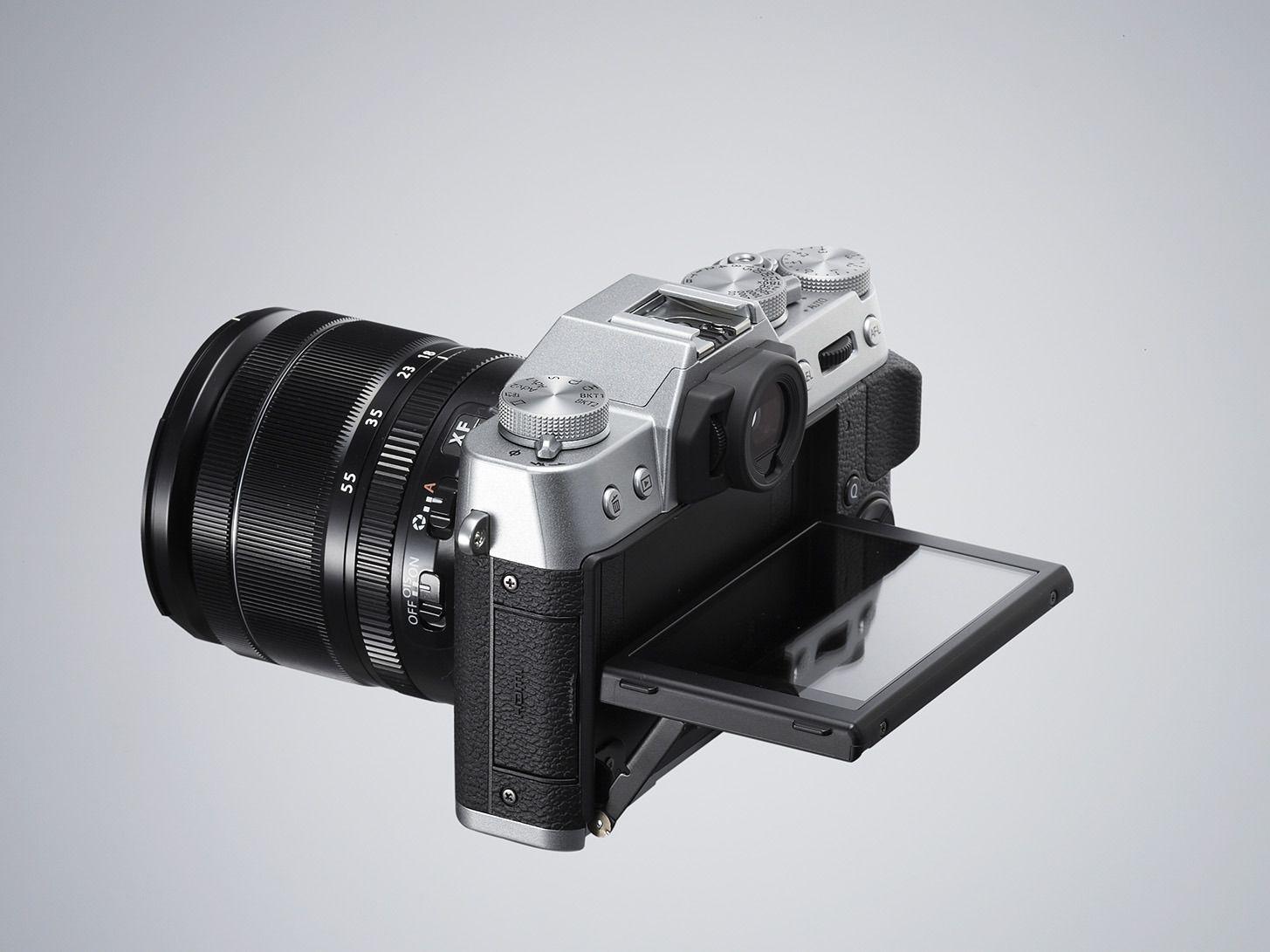 X-T10 med utfelt skjerm. Foto: Fujifilm