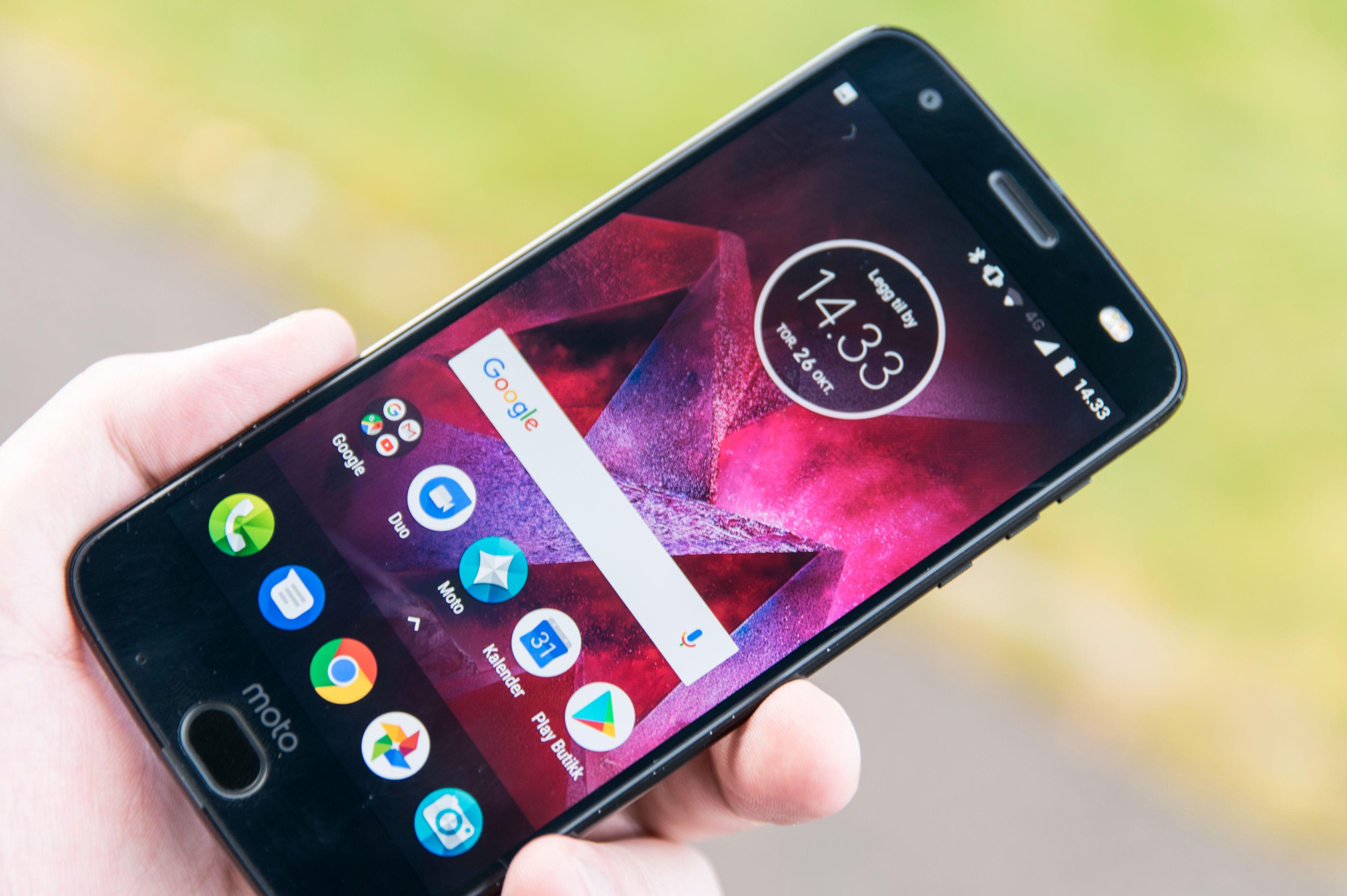 Foruten en egen ikonpakke er Androiden som kjører her så å si ren, rett fra Google. Men hvorfor er det fjorårets utgave når flere Android 8-mobiler alt er i salg?