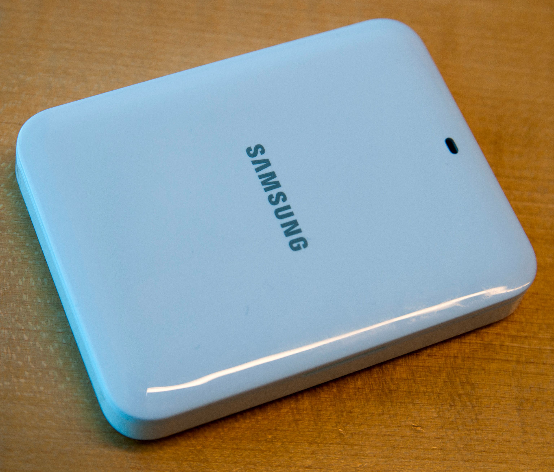 Det kommer en løs lader for batteriet i Galaxy S4.Foto: Finn Jarle Kvalheim, Amobil.no