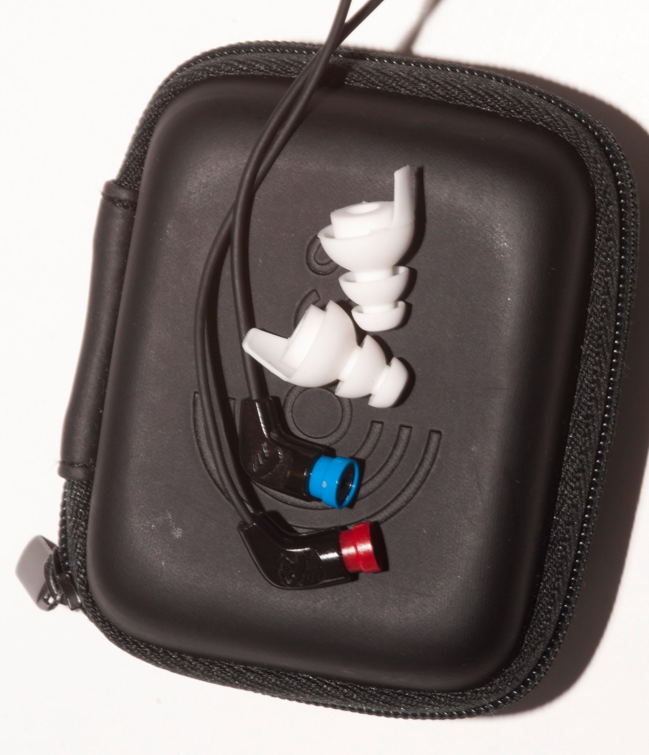 ACS T15 sammen med medfølgende futteral. Hvis du ikke trenger tilpassede propper koster denne pakken 1500 kroner.