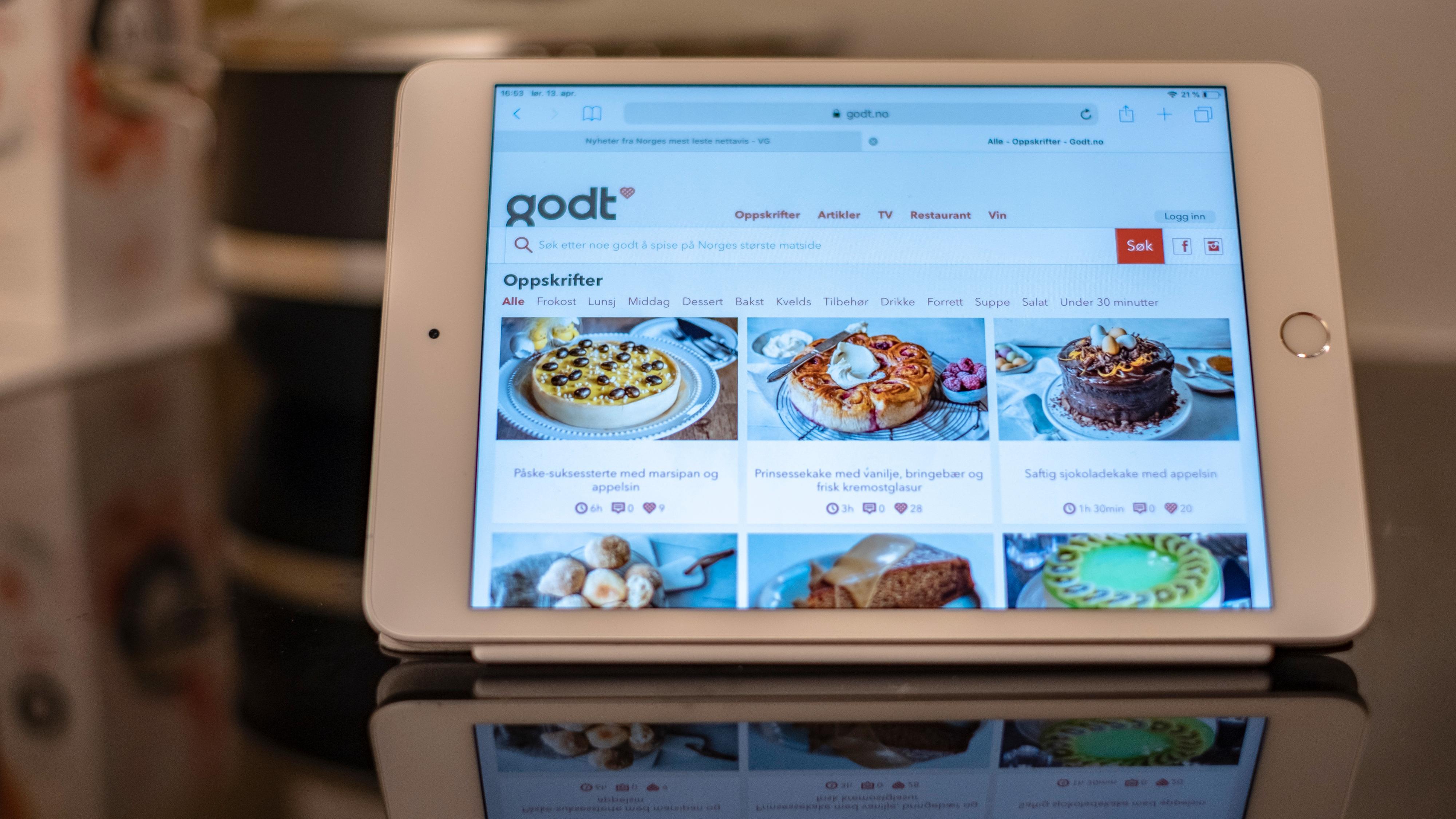 iPad Mini passer inn overalt. På en benk i parken eller som oppskriftshefte på kjøkkenet. Der kan du også bruke Pencil til å raskt notere ned ingrediensene du trenger før du drar til butikken.