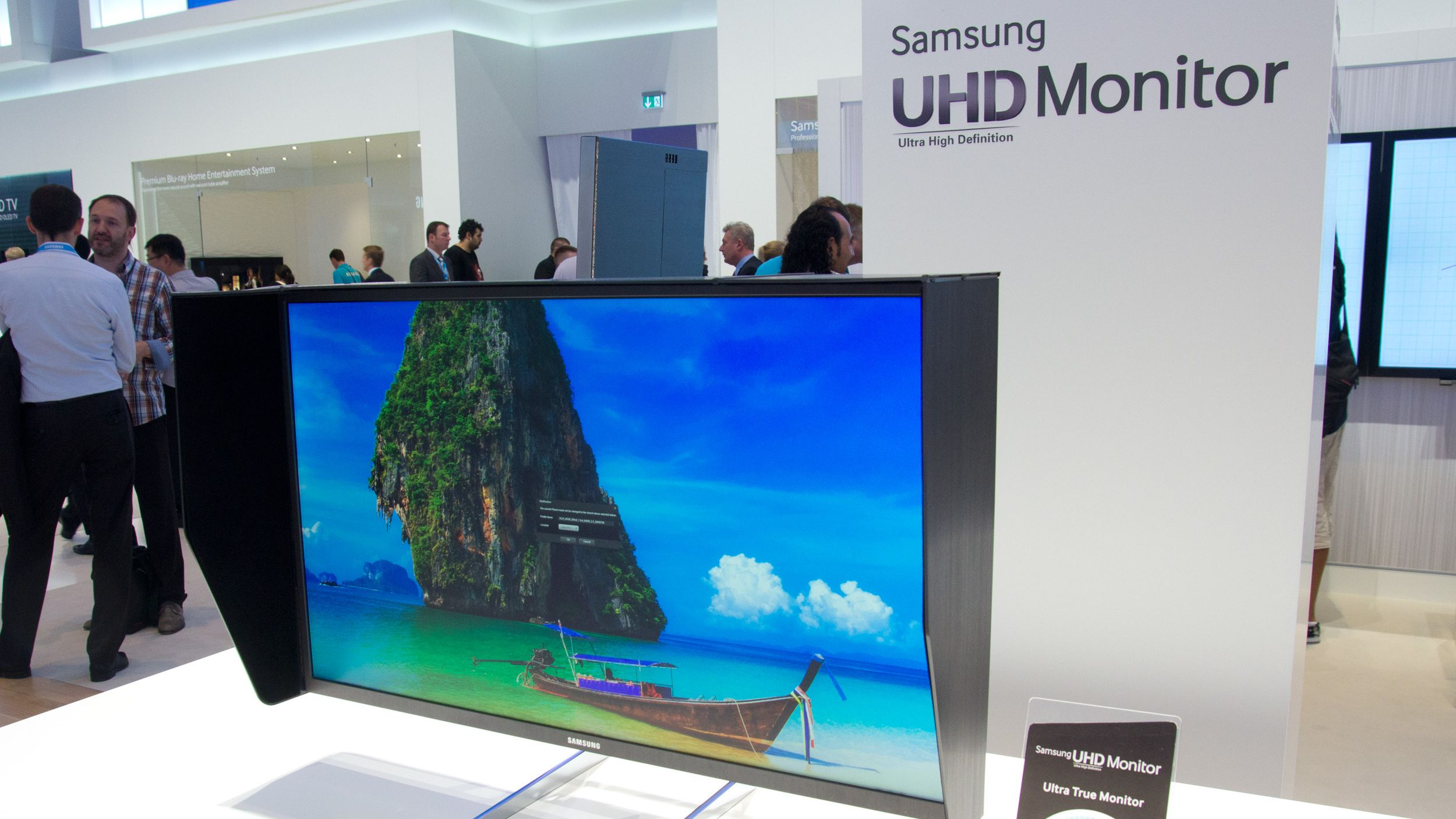 Slik er Samsungs råtass-skjerm for PC