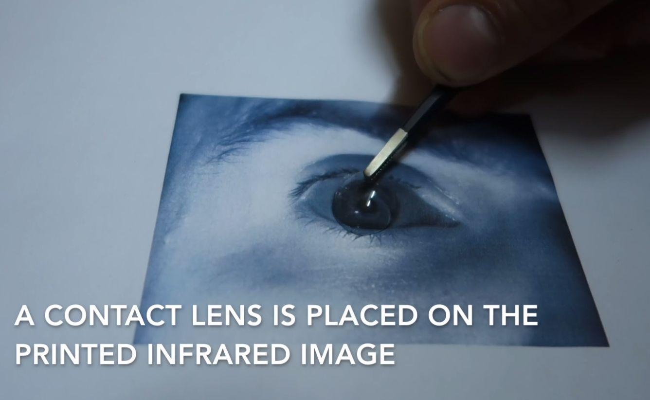 Alt som skulle til var et infrarødt bilde av eieren og en kontaktlinse.