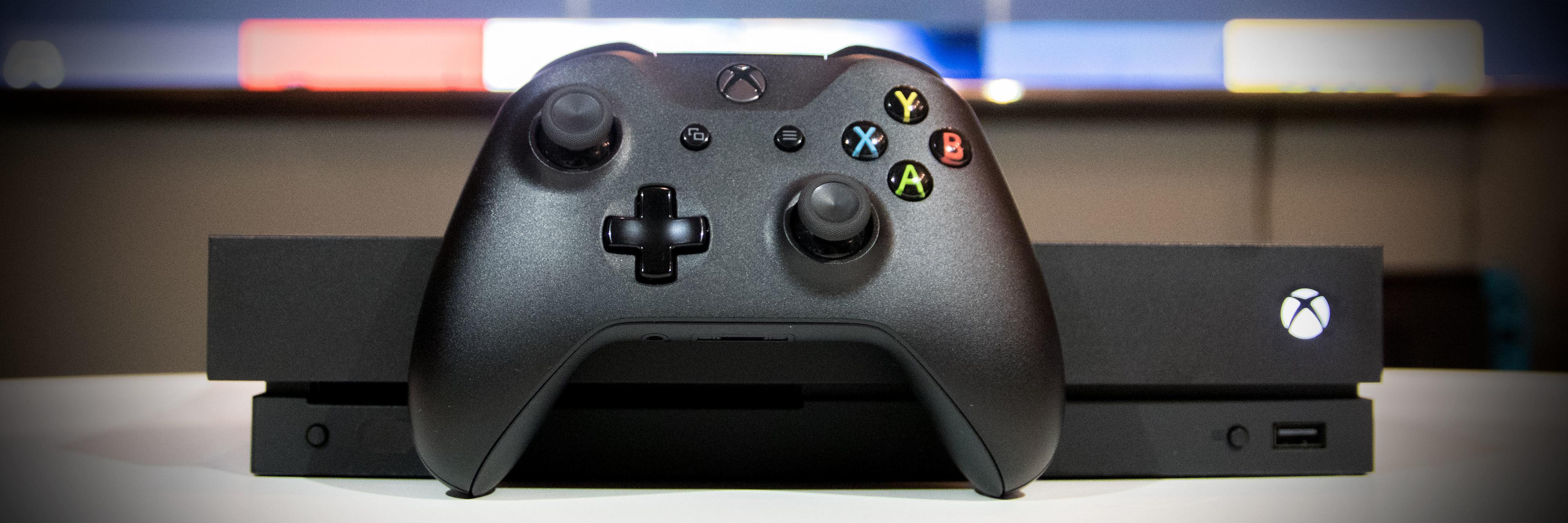 Microsofts nye Xbox One X er knallgod, men er det godt nok? Bilde: Niklas Plikk, Tek.no