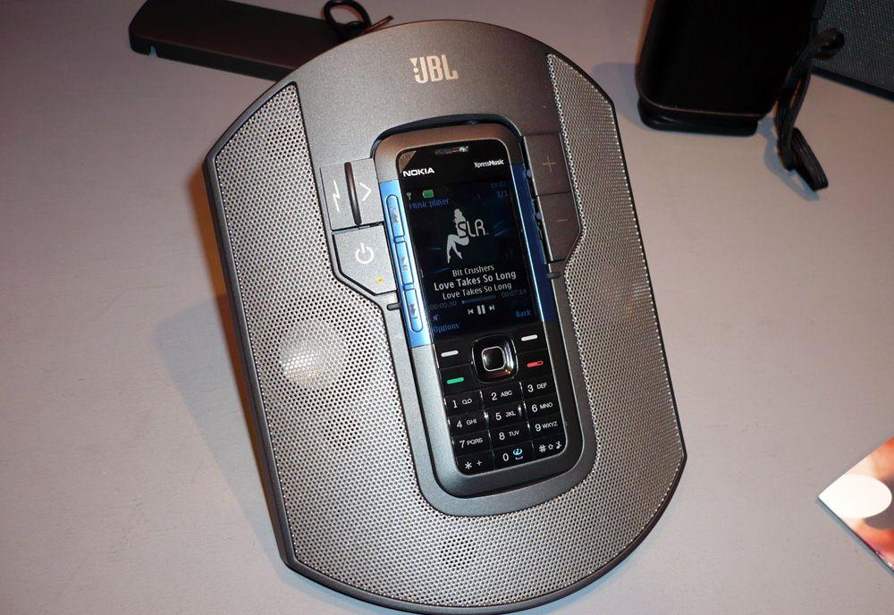 JBL har for anledningen spesiallaget et høyttalersett til 5310 som du kan bestille ekstra. (Foto: Einar Eriksen)