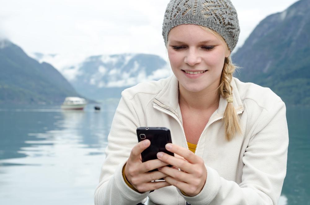 SMS var en artig liten tilleggstjeneste som ble lagt til i GSM-systemet, nesten bare for moro skyld. Norge var nummer to i verden som innførte det i sitt kommersielle GSM-nett – i juni 1993. Kun Los Angeles hadde SMS-funksjonalitet i mobilnettet før oss.