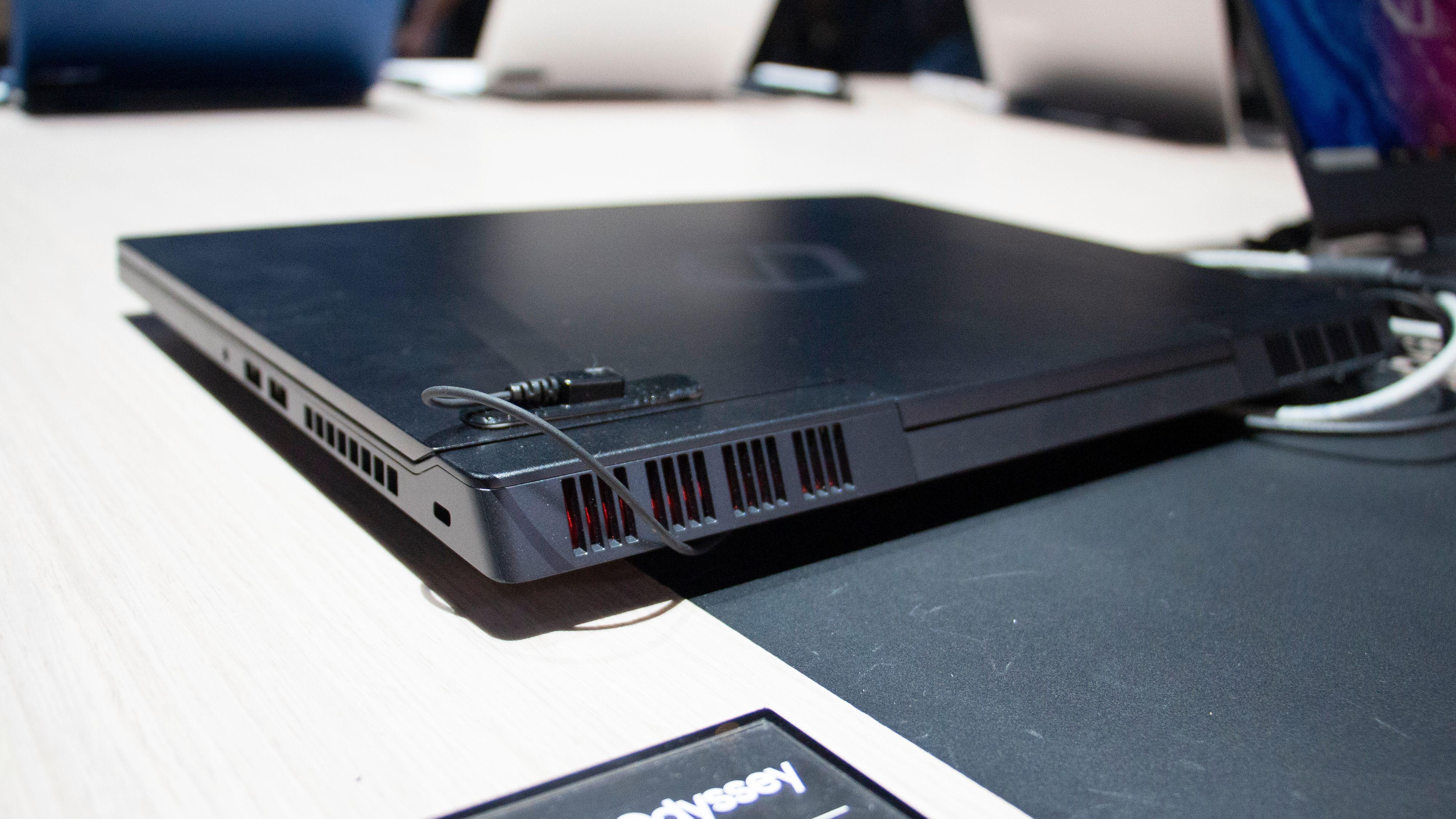 Notebook Odyssey er ganske tynn og lett til gamingmaskin å være, men det gjør også at den ikke har spesielt stort batteri.