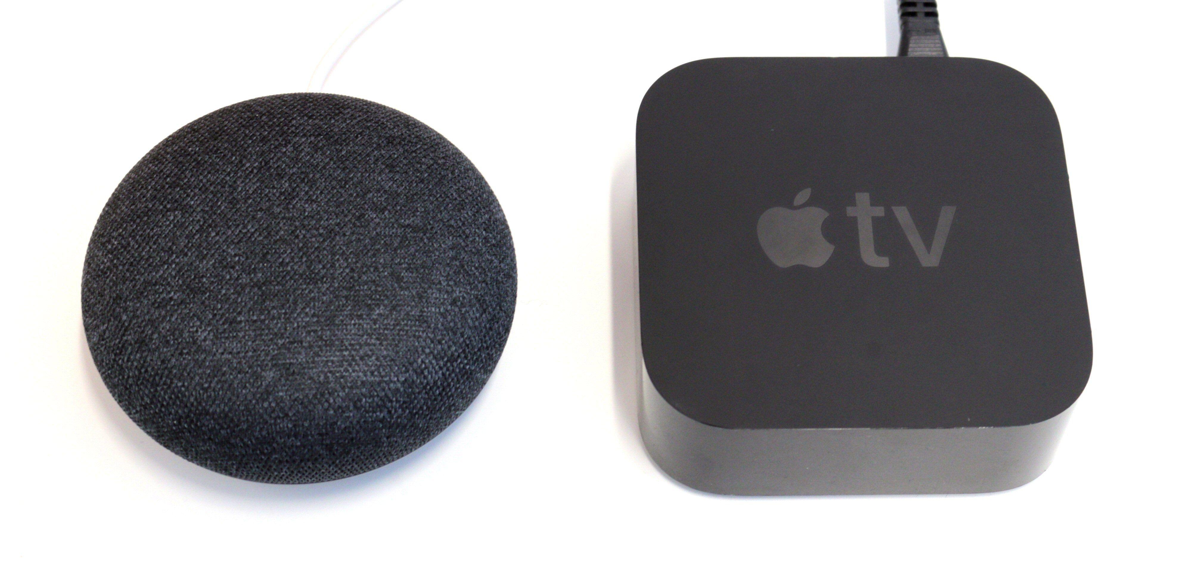 Både Google Home Mini og en Apple TV kan være et springbrett på vei til en «smartere» kåk.
