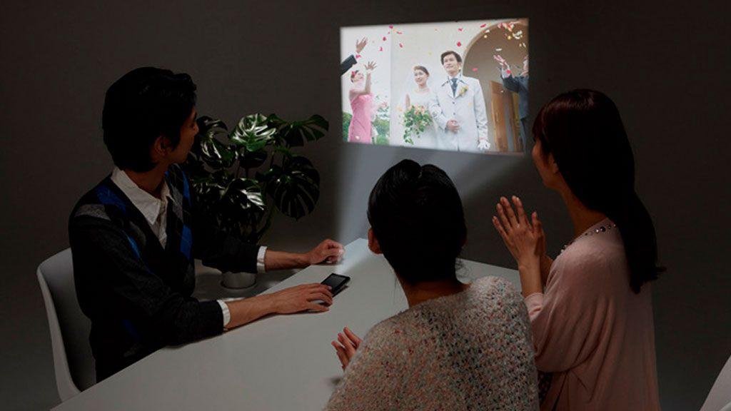Nå kan du kjøpe mobil med projektor