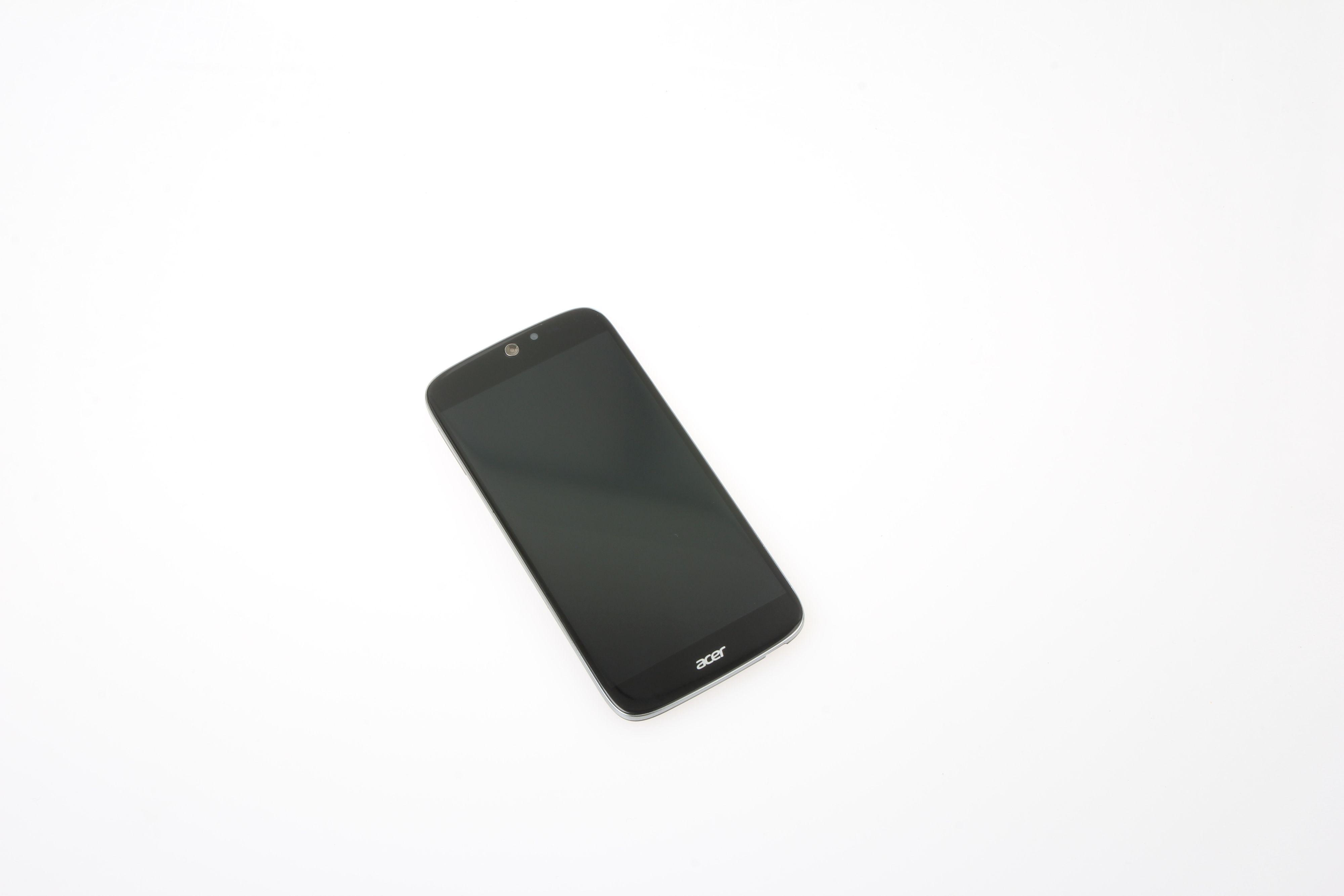Acer Liquid Jade er nokså kompakt i sin fremtoning til tross for en skjerm på hele fem tommer. Foto: Ole Henrik Johansen / Tek.no