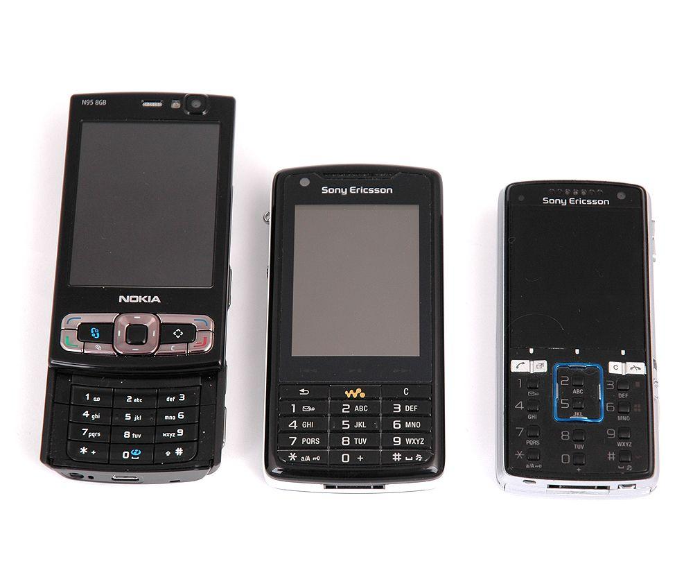 I forhold til Nokia N95 er W950i ganske liten, mens den er en del bredere enn K850i.