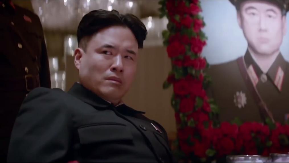 Skjermbilde fra traileren til «The Interview», som har det mye moro med den nordkoreanske lederen Kim-Jong-un. Foto: Sony Pictures/YouTube