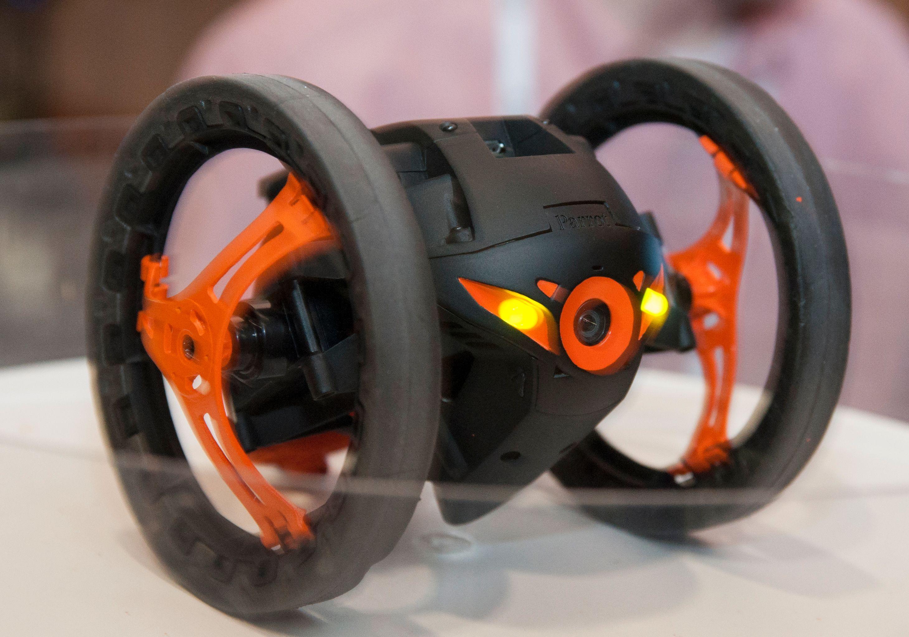 Denne tohjulingen kan hoppe 80 centimeter opp i luften, og ta forrykende piruetter, for å nevne noe.Foto: Finn Jarle Kvalheim, Amobil.no