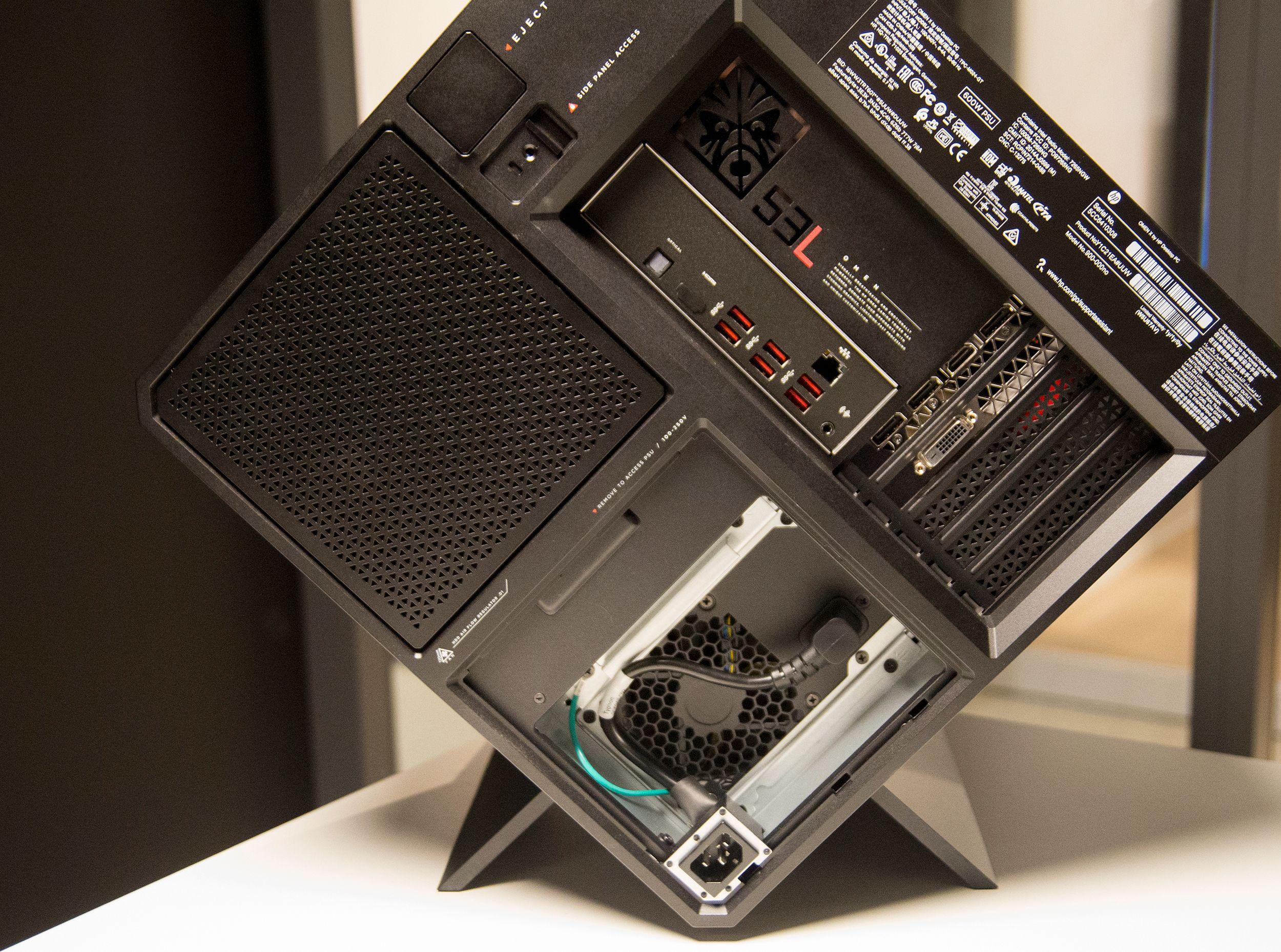 Du finner også flere tilkoblingsporter på siden av maskinen.
