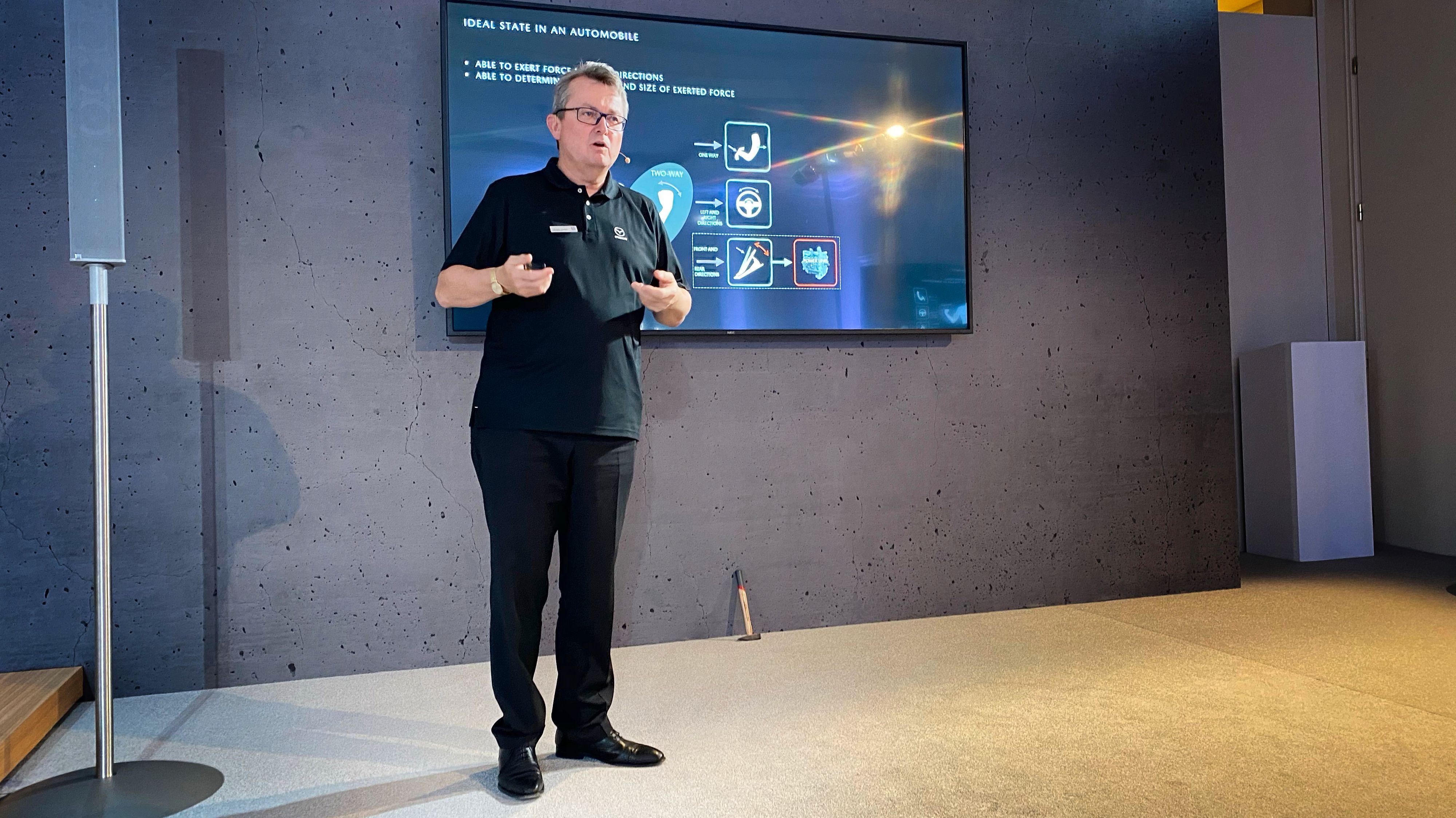 Sjefingeniør Christian Schultze i Mazda Europa sier de har ønsket å lage en ekte Mazda, selv om drivlinja er elektrisk.