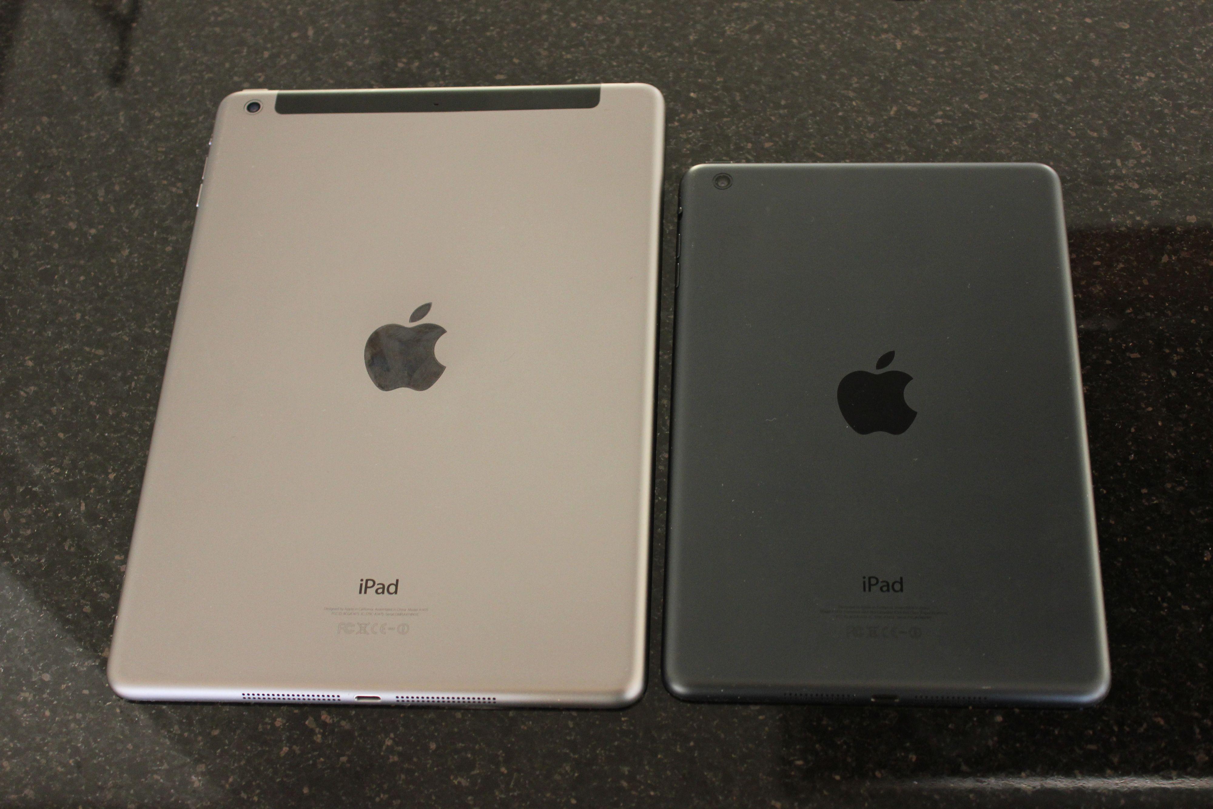 Her er iPad Air sammen med iPad mini. Likheten er slående.Foto: Espen Irwing Swang, Amobil.no