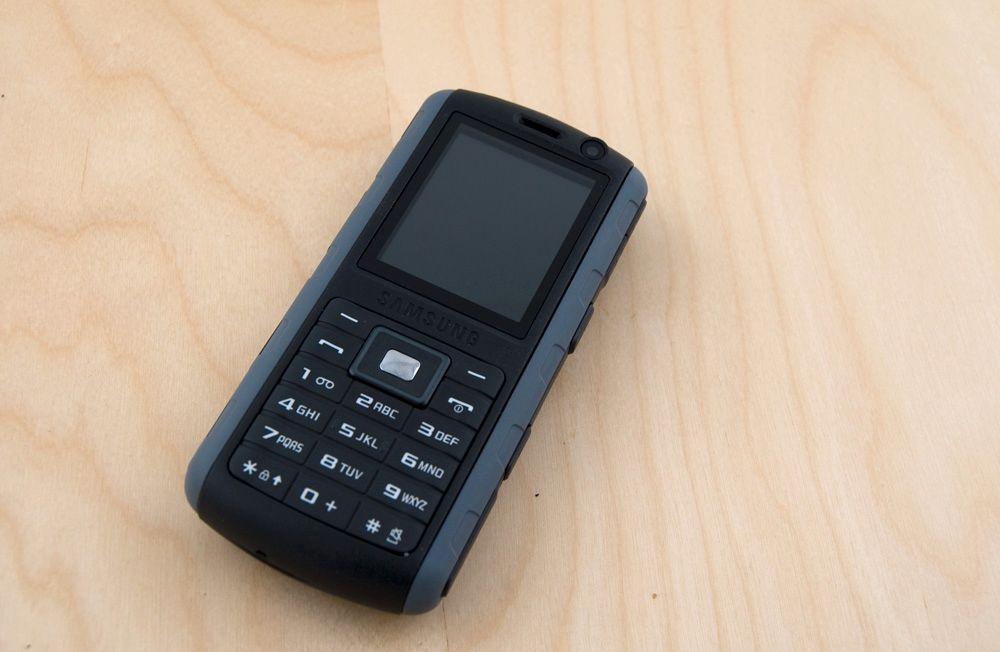 Telefonens ytre er av uretan, som også brukes for å lage skateboardhjul. (Alle foto: Einar Eriksen)