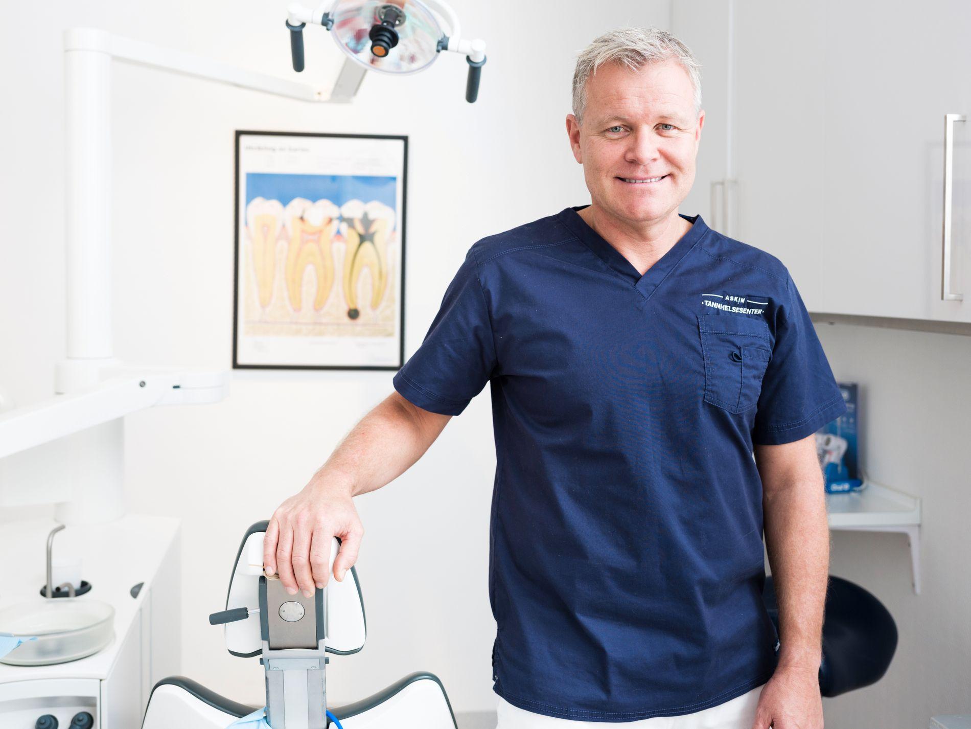 KJENT PROBLEM: Tannlege Øivind Berg ved Askim Tannhelsesenter får stadig vekk spørsmål fra pasienter som ønsker å bli kvitt dårlig ånde.