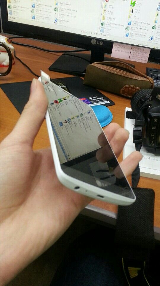Skal vi dømme ut fra dette bildet blir også LG G3 en telefon med svært smale rammer rundt skjermen.Foto: Phonearena.com